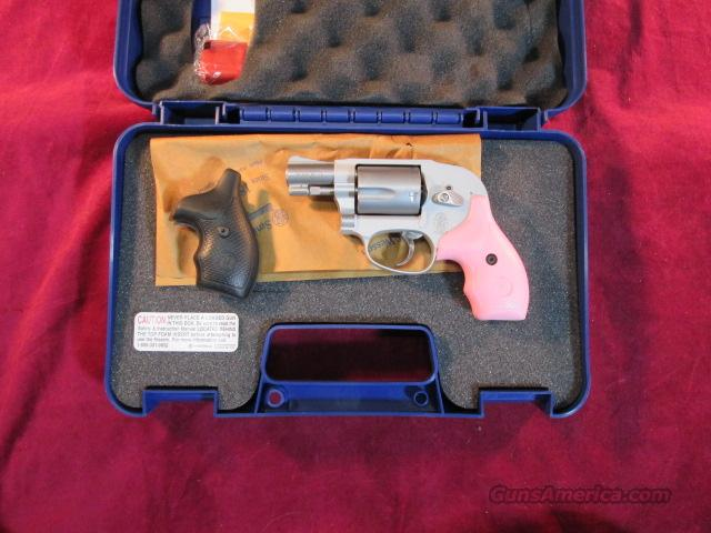SMITH AND WESSON 638 AIRWEIGHT 38 SPL STAINLESS, PINK AND BLACK GRIPS NEW  Guns > Pistols > Smith & Wesson Revolvers > Pocket Pistols