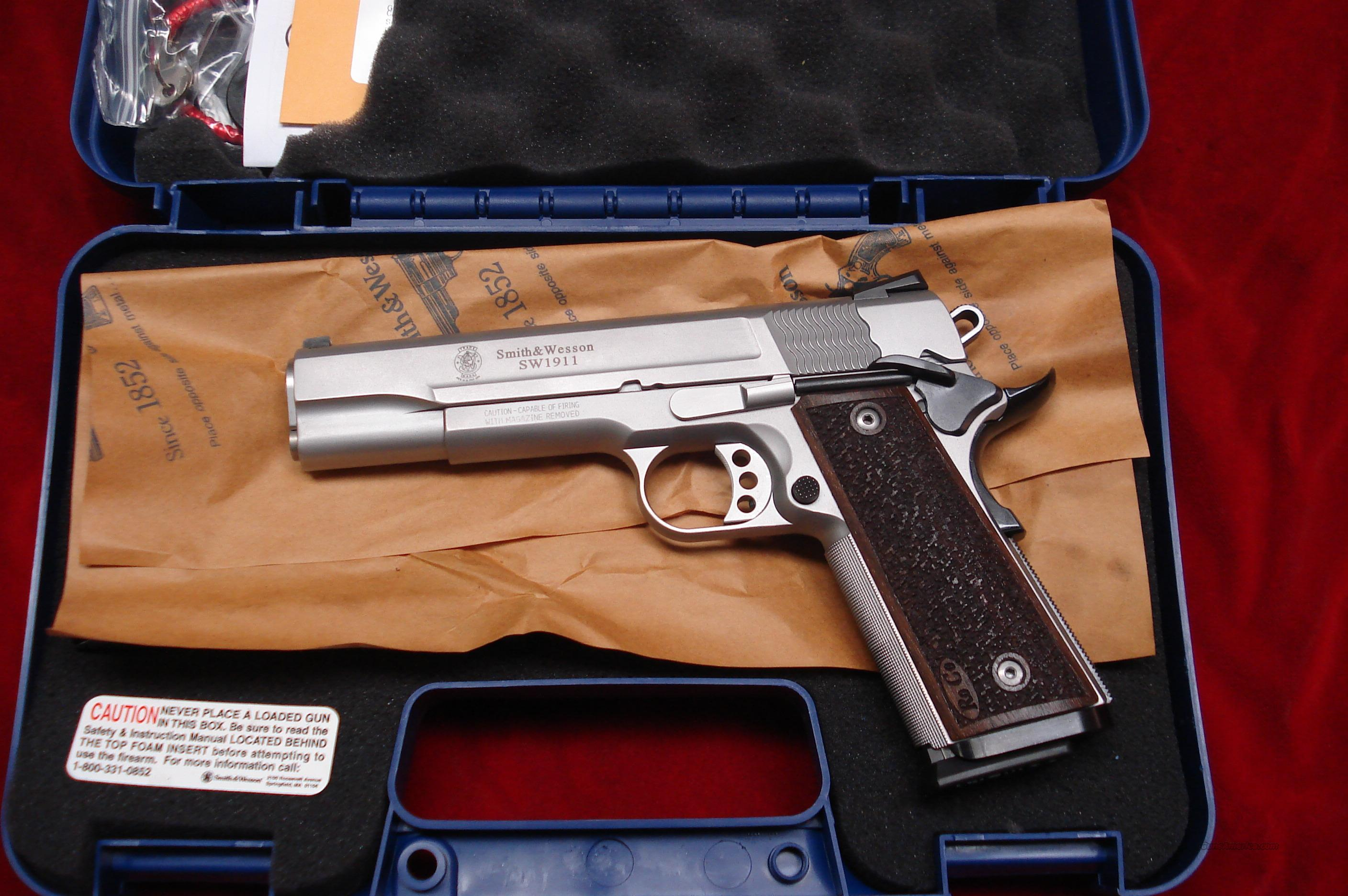 SMITH AND WESSON SW1911 PRO SERIES 9MM WITH LOW PROFILE SIGHTS NEW  Guns > Pistols > Smith & Wesson Pistols - Autos > Steel Frame