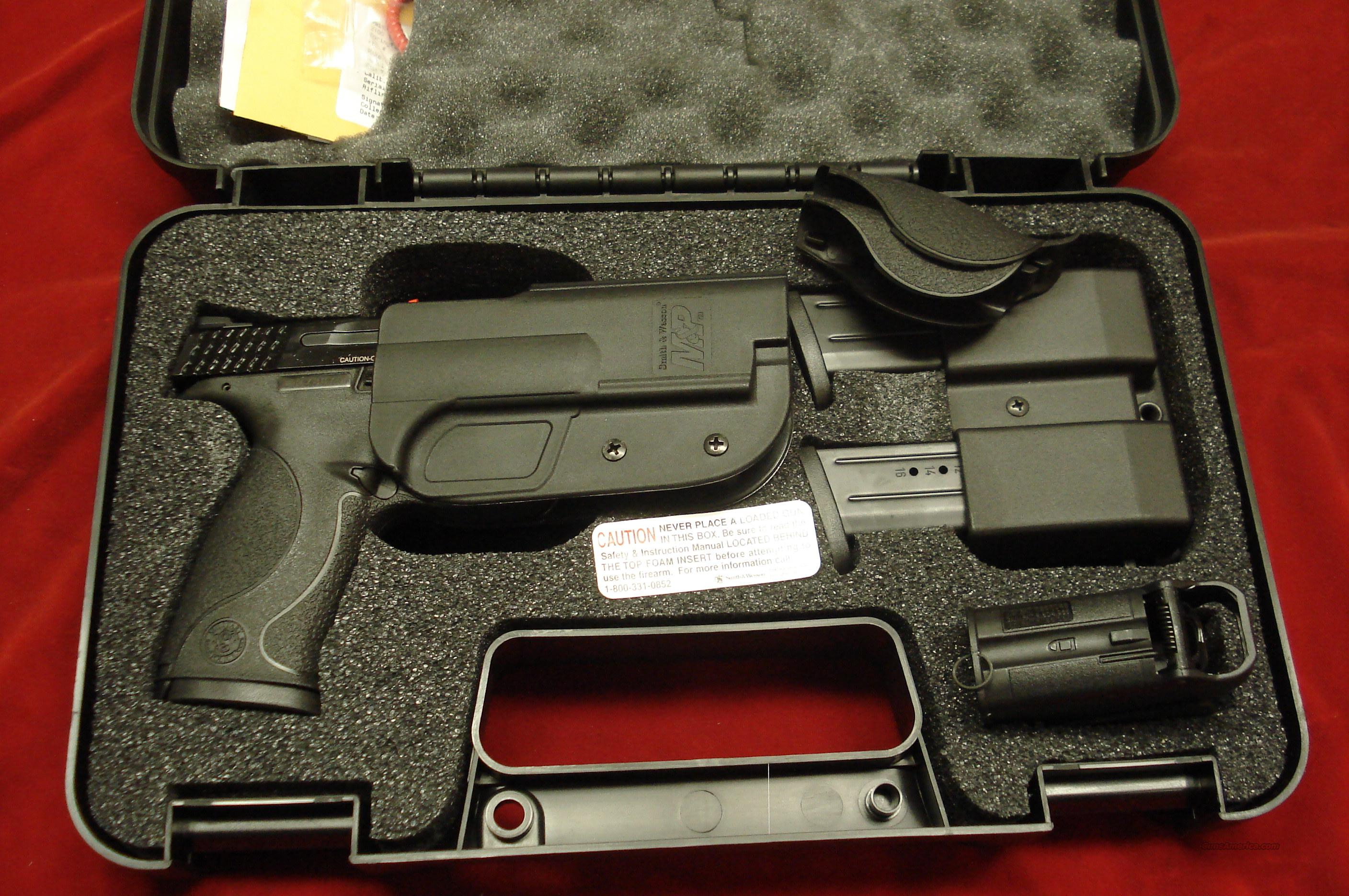 SMITH AND WESSON M&P 9 CARRY AND RANGE KIT NEW  Guns > Pistols > Smith & Wesson Pistols - Autos > Polymer Frame