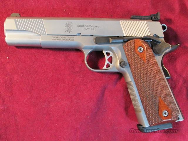 SMITH AND WESSON SW1911 STAINLESS W/ADJUSTABLE SIGHTS NEW   Guns > Pistols > Smith & Wesson Pistols - Autos > Steel Frame