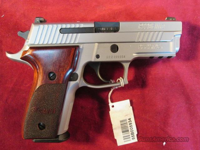 SIG SAUER 229 STAINLESS ELITE ,9MM CAL ROSEWOOD GRIPS AND NIGHT SIGHTS NEW (E29R-9-SSE)  Guns > Pistols > Sig - Sauer/Sigarms Pistols > P229