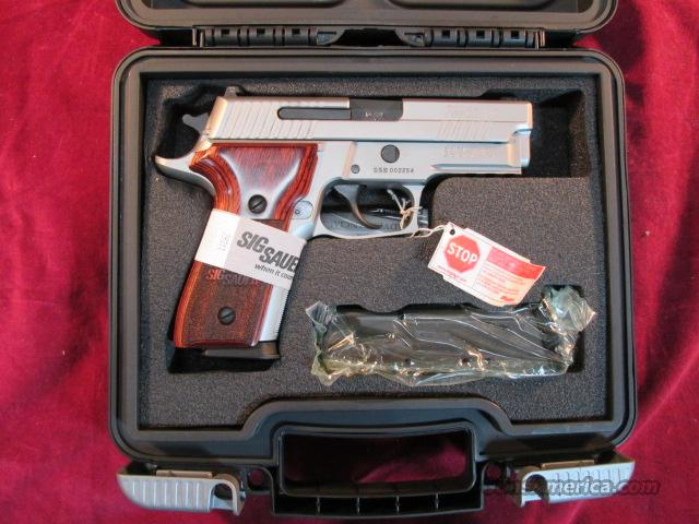 SIG SAUER 229 STAINLESS ELITE ,ROSEWOOD GRIPS AND NIGHT SIGHTS NEW (E29R-40-SSE)  Guns > Pistols > Sig - Sauer/Sigarms Pistols > P229