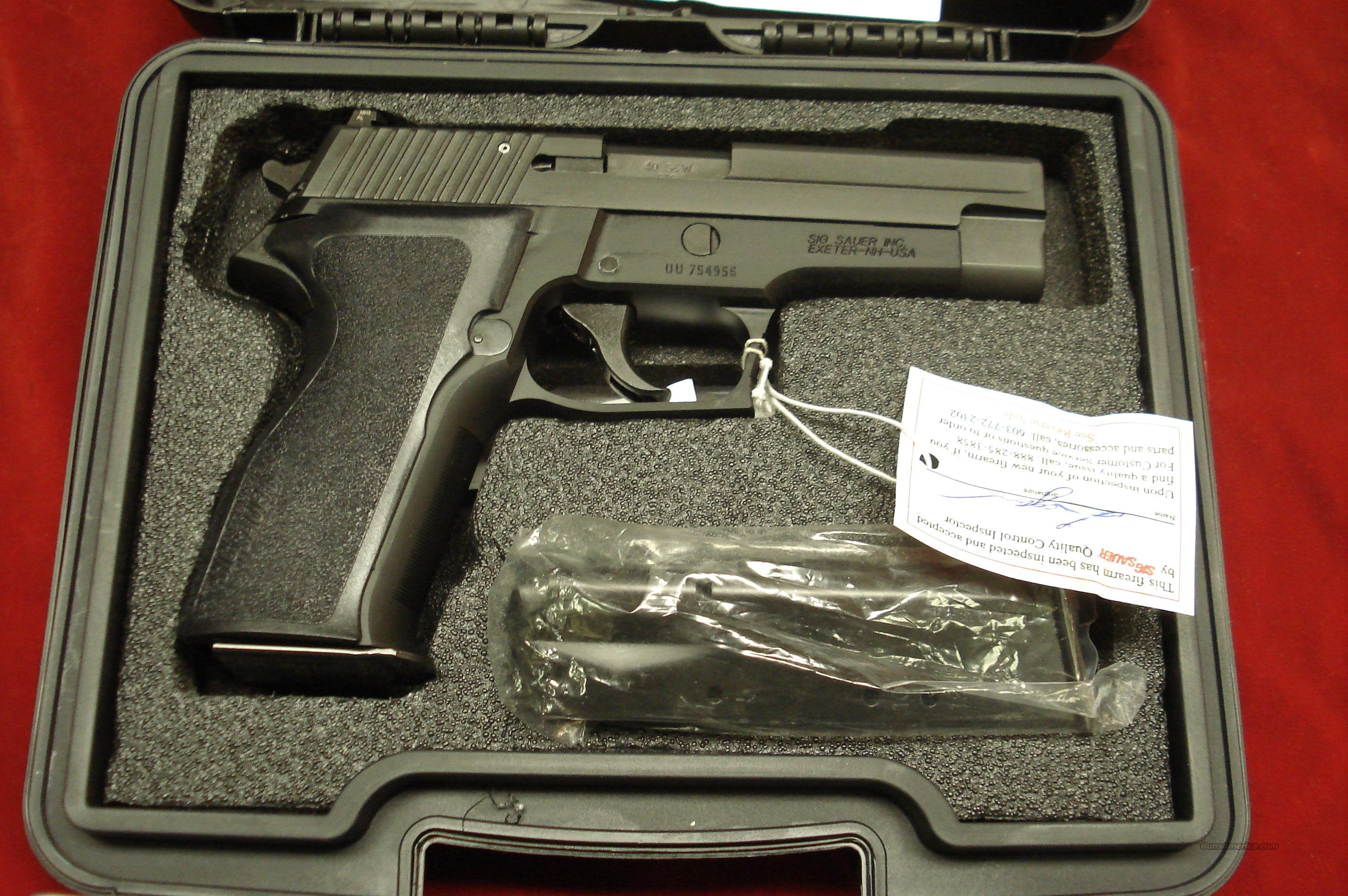 SIG SAUER P226 40CAL. WITH NIGHT SIGHTS NEW  Guns > Pistols > Sig - Sauer/Sigarms Pistols > P226