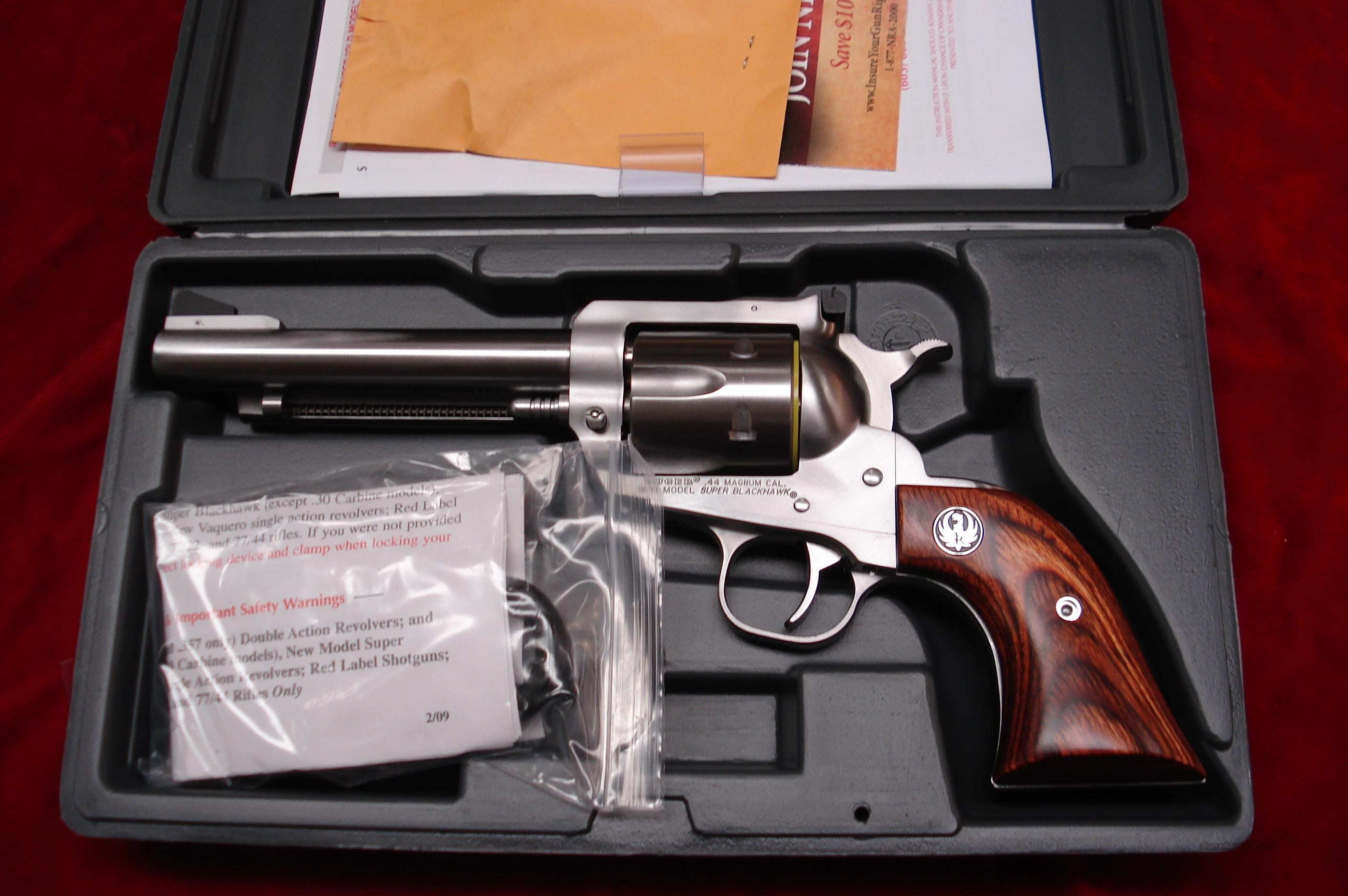 "RUGER SUPER BLACKHAWK 44MAG 5.5"" STAINLESS NEW (KS-45N)  (00811)  Guns > Pistols > Ruger Single Action Revolvers > Blackhawk Type"