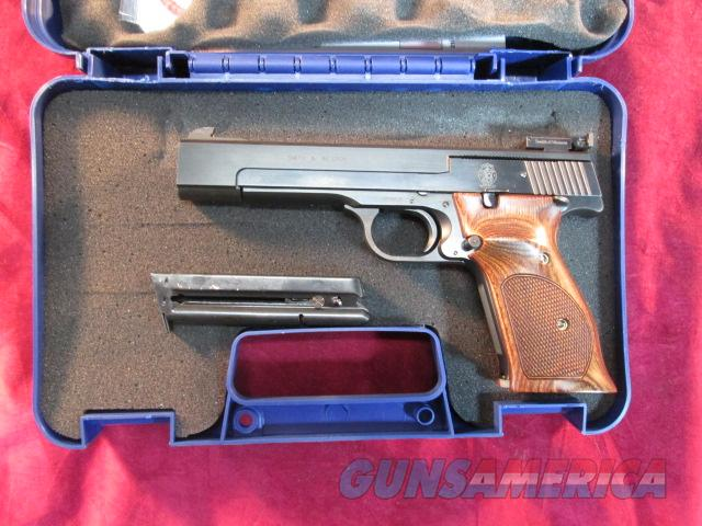 "SMITH AND WESSON MODEL 41 22LR cal 5.5"" TARGET GRIPS NEW  Guns > Pistols > Smith & Wesson Pistols - Autos > .22 Autos"