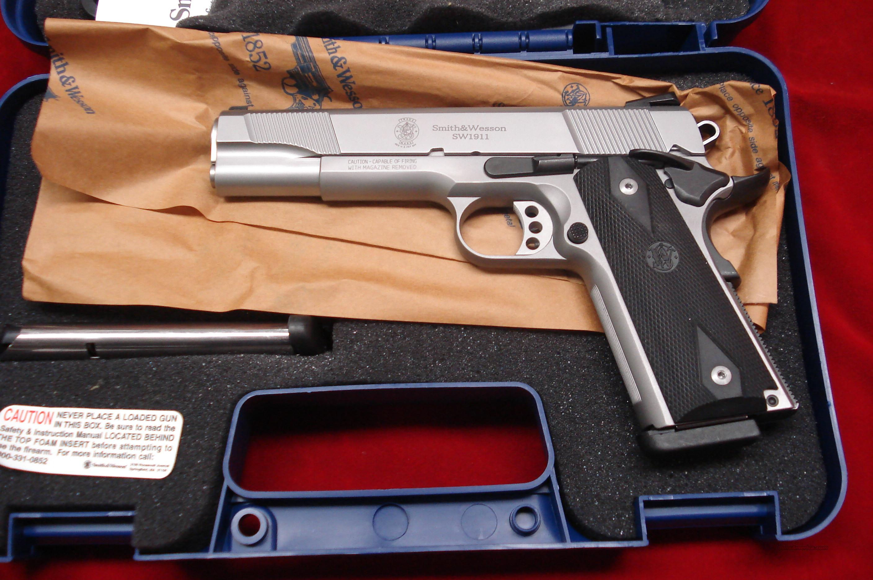 SMITH AND WESSON SW1911 STAINLESS W/NOVAK SIGHTS NEW  Guns > Pistols > Smith & Wesson Pistols - Autos > Steel Frame