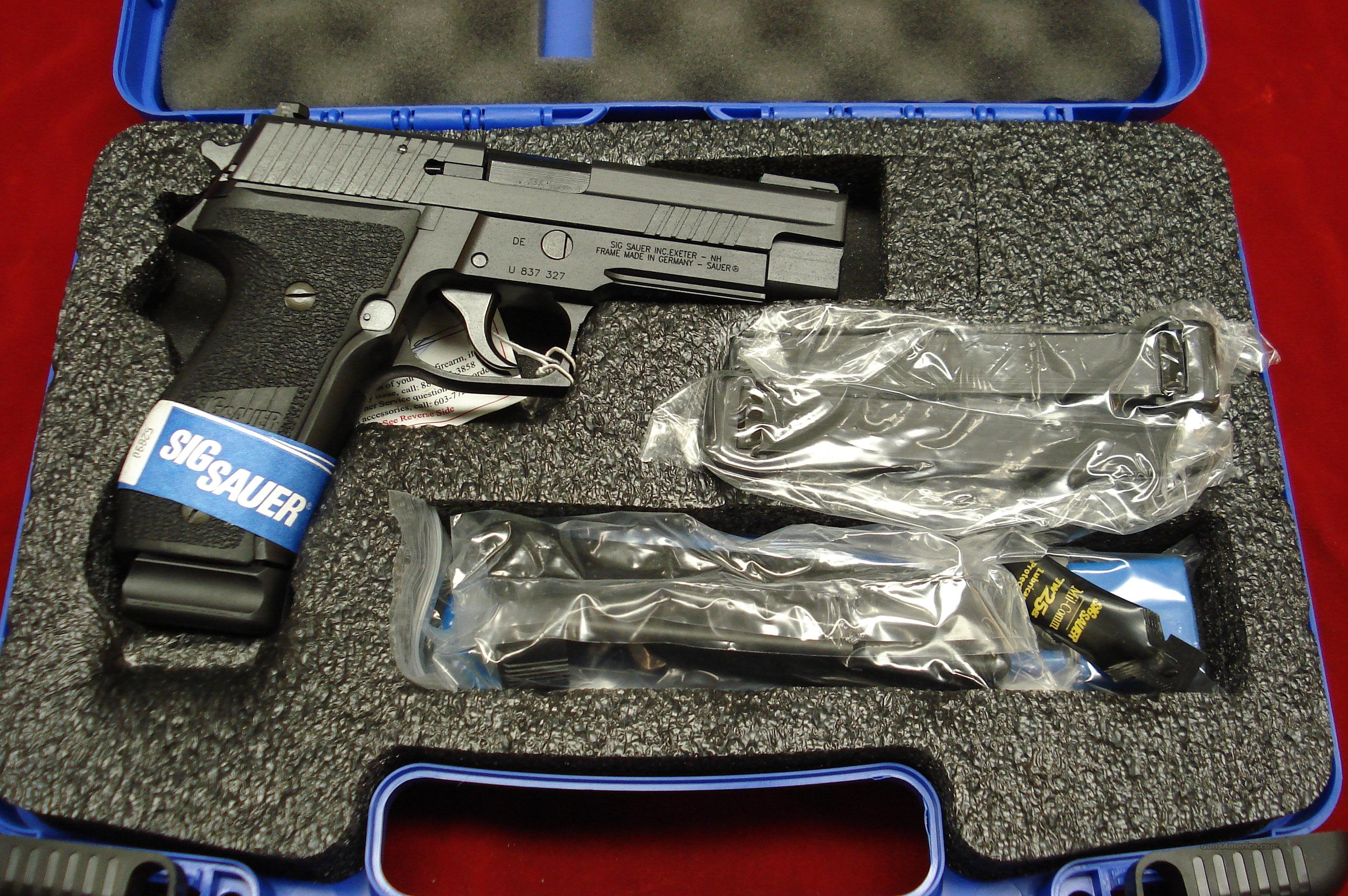 SIG SAUER P226 W/FOUR 15 ROUND MAGS. .40CAL. WITH NIGHT SIGHTS NEW  Guns > Pistols > Sig - Sauer/Sigarms Pistols > P226