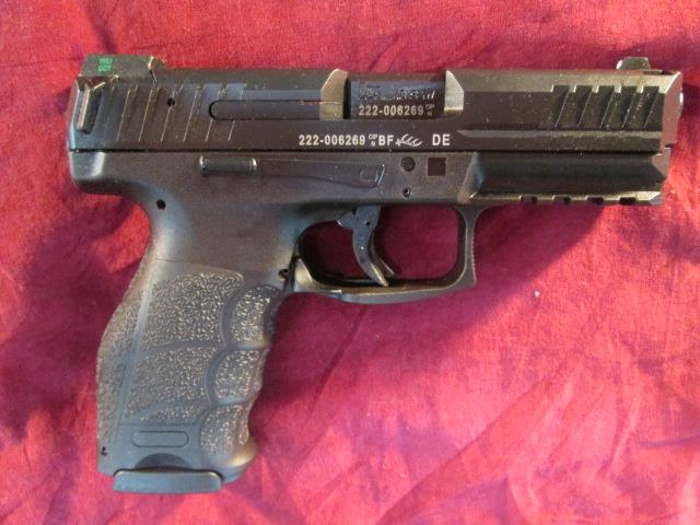 HK VP40 40CAL-V1 STRIKER FIRED W/ NIGHT SIGHTS AND THREE 13 ROUND MAGS NEW  (700040LE-A5)  {{ FACTORY MAIL IN REBATE OFFER }}   Guns > Pistols > Heckler & Koch Pistols > Polymer Frame
