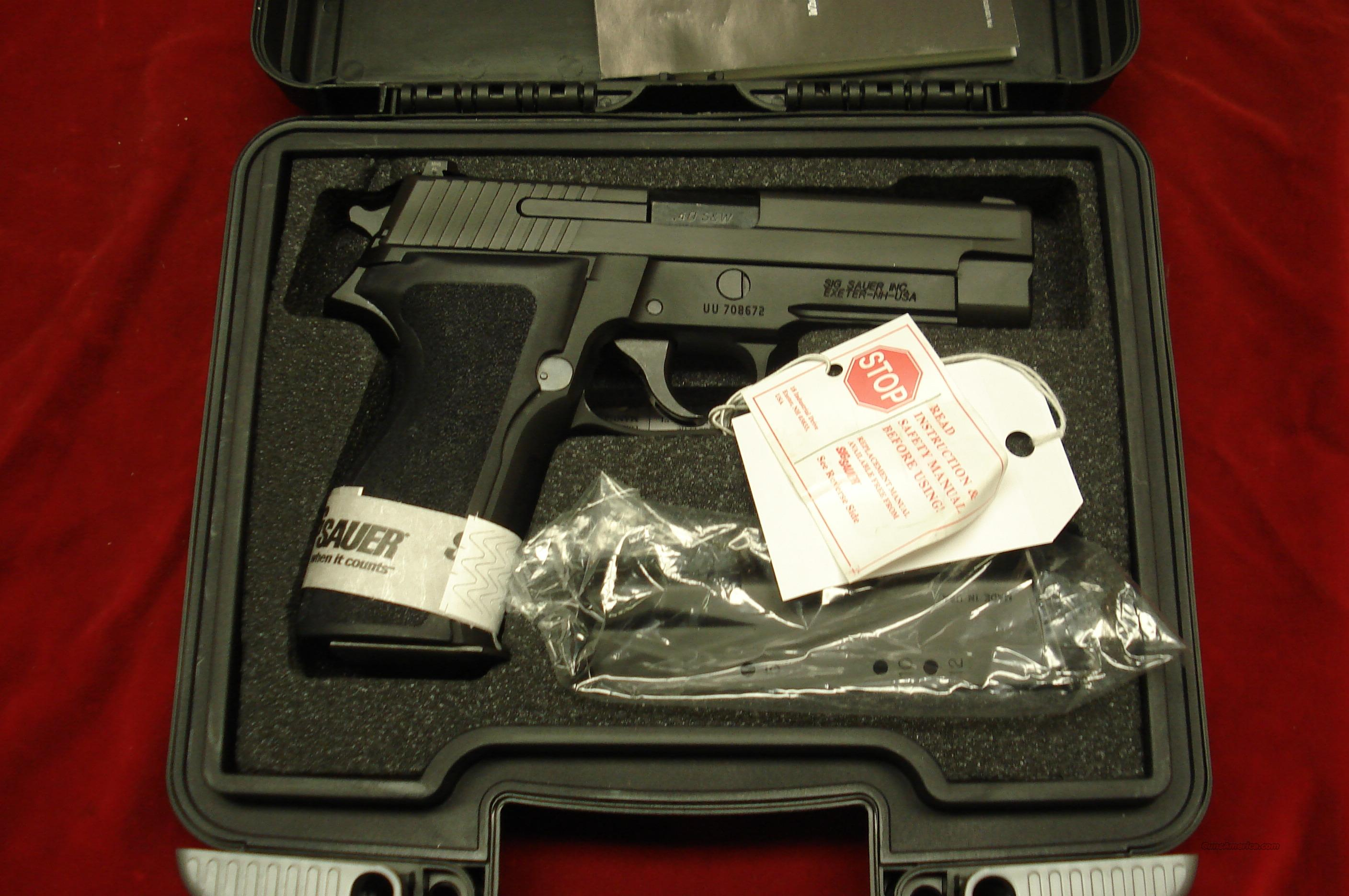 SIG SAUER P226 40 CAL. WITH NIGHT SIGHTS NEW  Guns > Pistols > Sig - Sauer/Sigarms Pistols > P226
