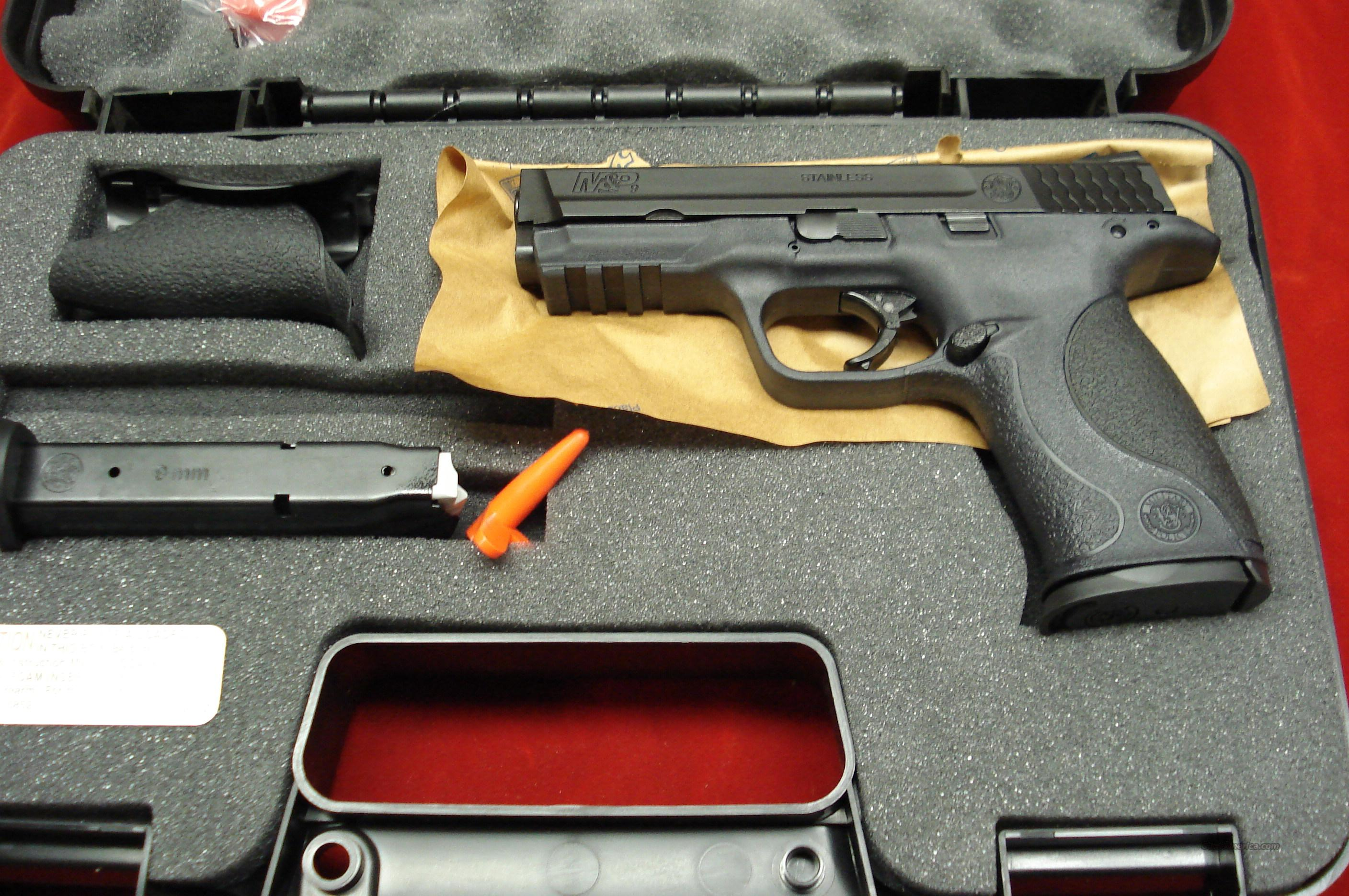 SMITH AND WESSON M&P 9MM HIGH/CAP NEW {{ REBATE }}  Guns > Pistols > Smith & Wesson Pistols - Autos > Polymer Frame