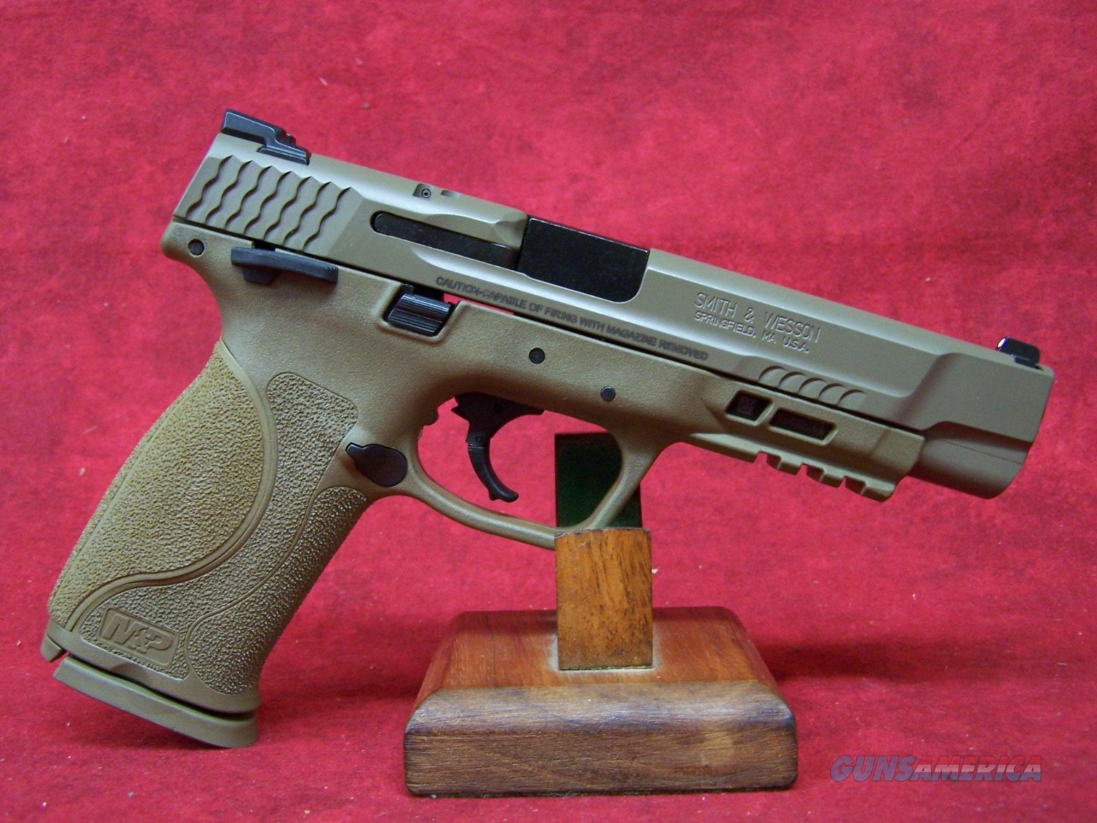 Smith & Wesson M&P40 M2.0 Striker Fire .40S&W 4.25 Inch Barrel (11595)  Guns > Pistols > Smith & Wesson Pistols - Autos > Polymer Frame