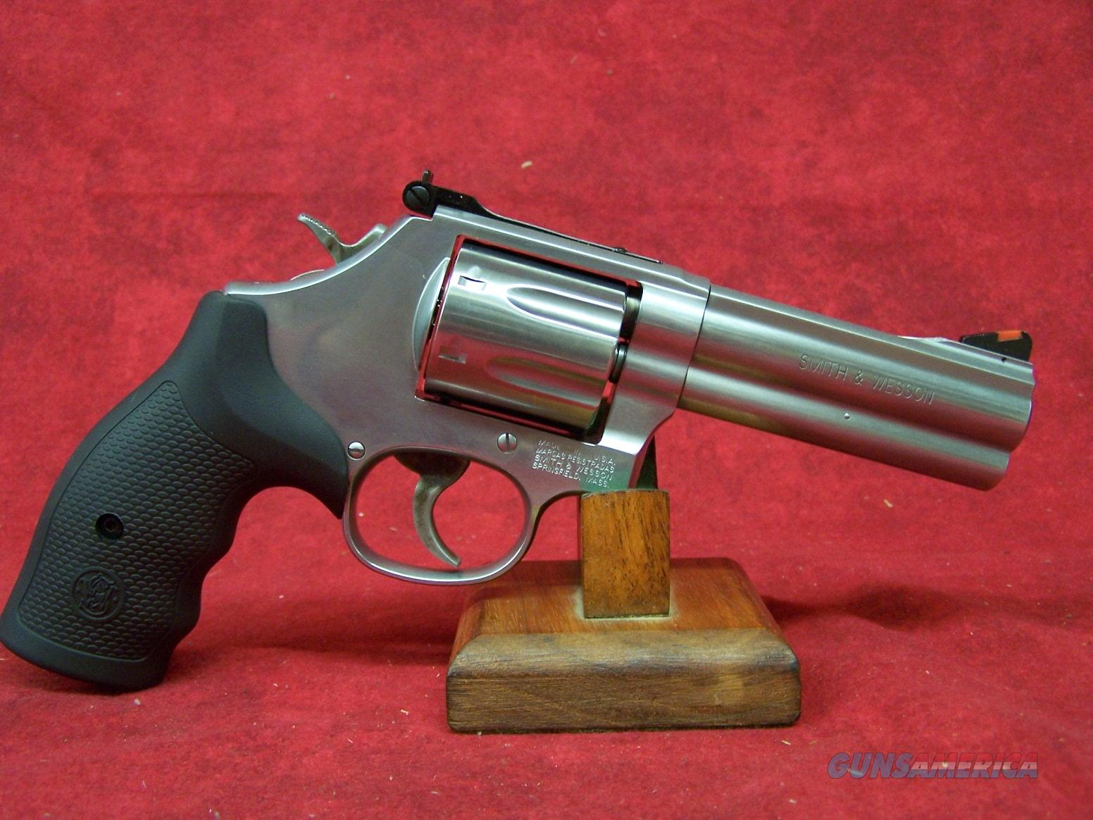 Smith & Wesson Model 686 Plus .357 Magnum/.38 Smith & Wesson Special +P 4 Inch Barrel (164194)  Guns > Pistols > Smith & Wesson Revolvers > Med. Frame ( K/L )