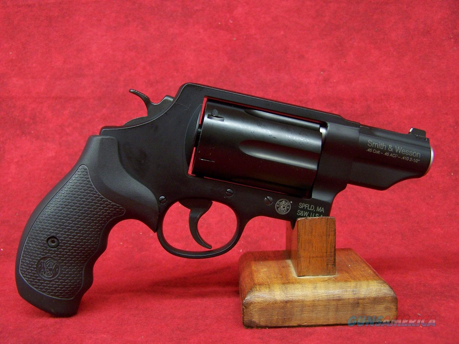 Smith & Wesson Governor .410 Gauge/.45 Colt/.45 ACP 2.75 Inch Barrel Matte Black Finish (162410)  Guns > Pistols > Smith & Wesson Revolvers > Full Frame Revolver