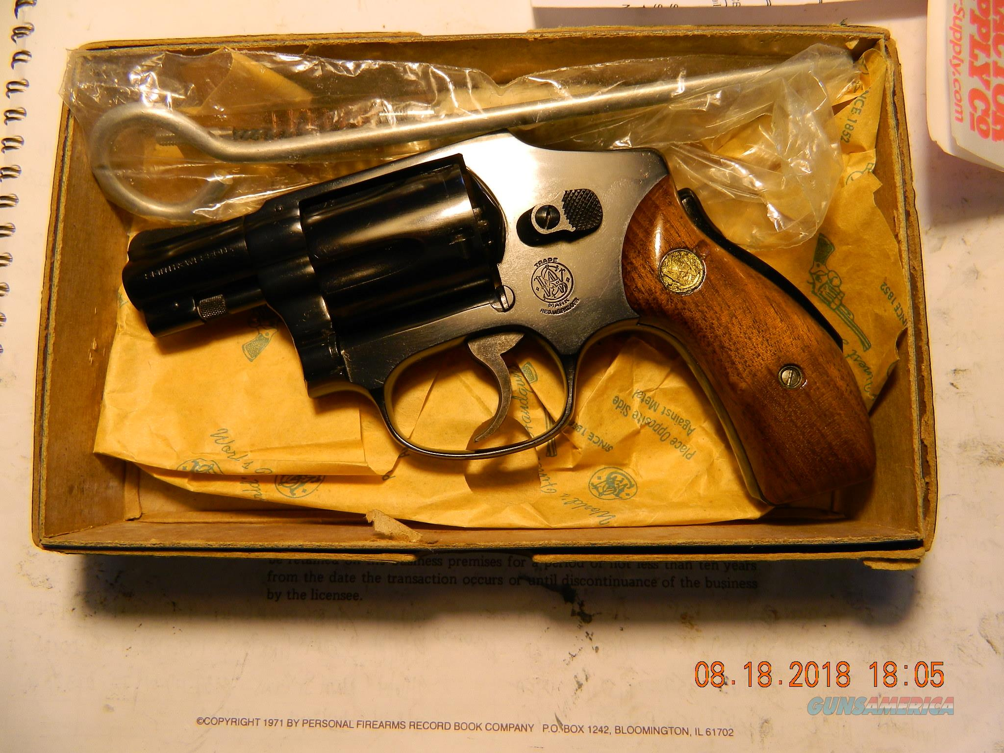 Smith Wesson model 40 [old model] unfired in box.  Guns > Pistols > Smith & Wesson Revolvers > Small Frame ( J )