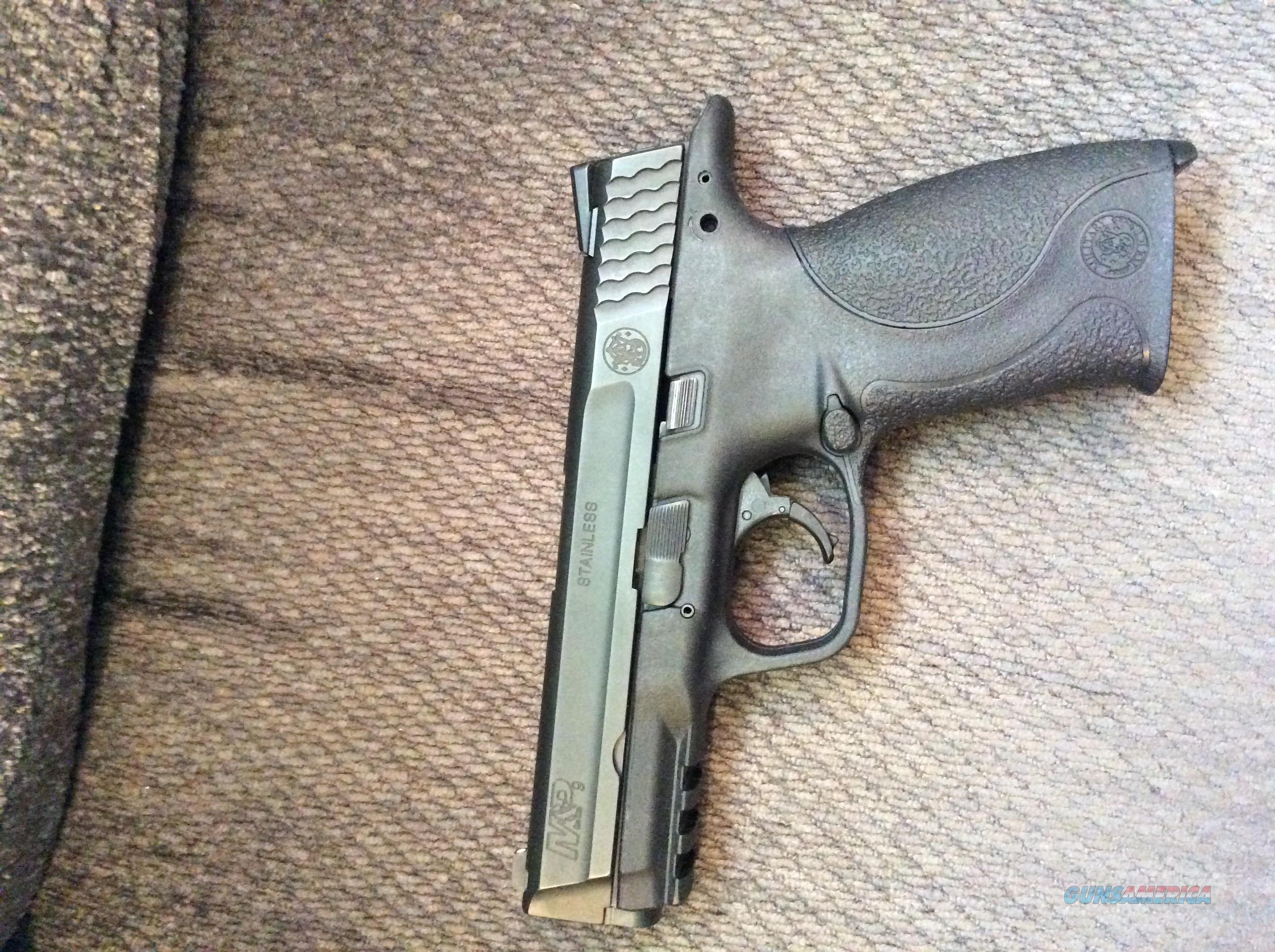 Used Smith and Wsson M&P with 4 magazines  Guns > Pistols > Smith & Wesson Pistols - Autos > Polymer Frame