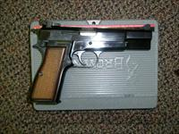 Browning Hi Power .40 cal Belgium/Portugal NIB  Guns > Pistols > Browning Pistols > Hi Power