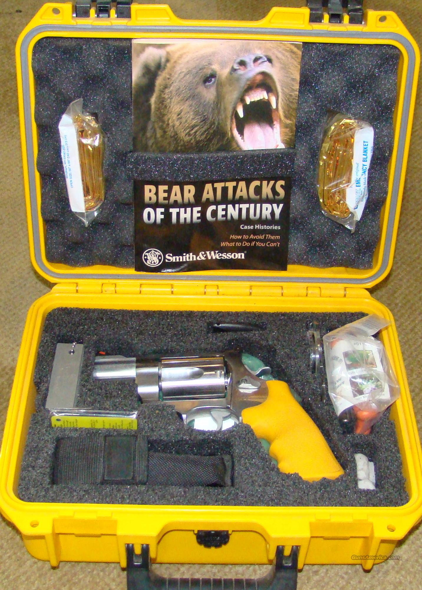 Smith & Wesson 460 ES Survival Kit  Guns > Pistols > Smith & Wesson Revolvers > Full Frame Revolver