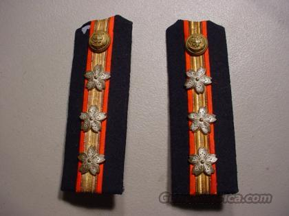 W W II JAPANESE NAVAL OFFICERS SHOULDER BOARDS  Non-Guns > Curios
