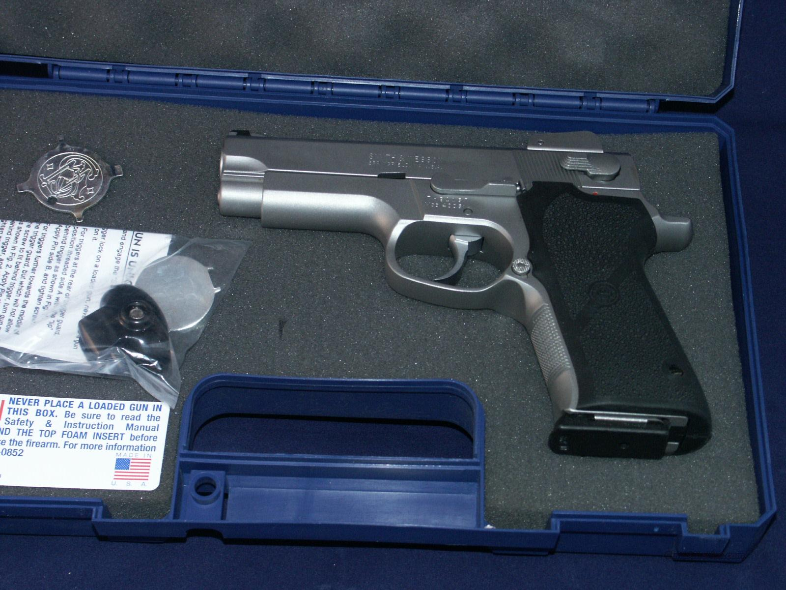 Smith & Wesson Model 4006 SA/DA Almost New  Guns > Pistols > Smith & Wesson Pistols - Autos > Steel Frame