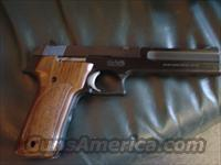 "Smith & Wesson model 422,6"" barrel,wood grain & black grips,22Long Rifle,Bob & Manual  Guns > Pistols > Smith & Wesson Pistols - Autos > .22 Autos"