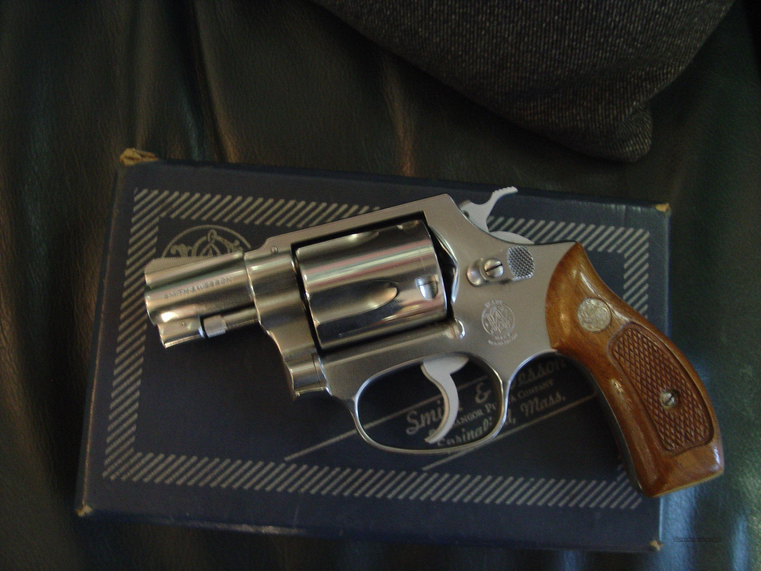 "Smith & Wesson Model 60 no dash ! 1 3/4"" barrel,satin stainless,38 special,Chiefs Special,pinned barrel,3 screw,1969,5 shot,blue box  Guns > Pistols > Smith & Wesson Revolvers > Pocket Pistols"
