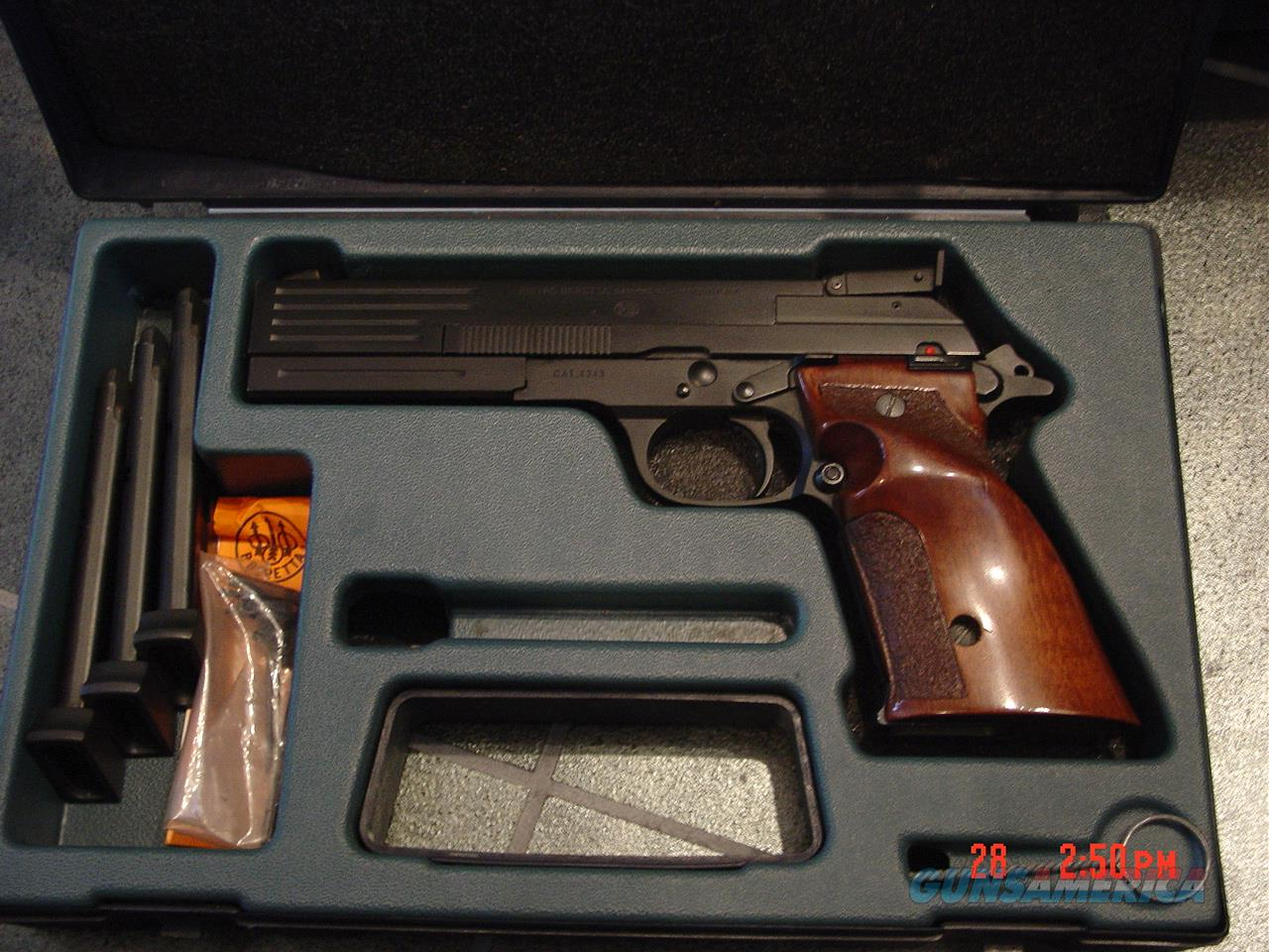 Beretta rare Model 89 Target pistol,with heavy barrel,22LR,adj.site,walnut grips,& 4-10 round magazines,extra front sites,original box,feels great in the hands !!  Guns > Pistols > Beretta Pistols > Rare & Collectible