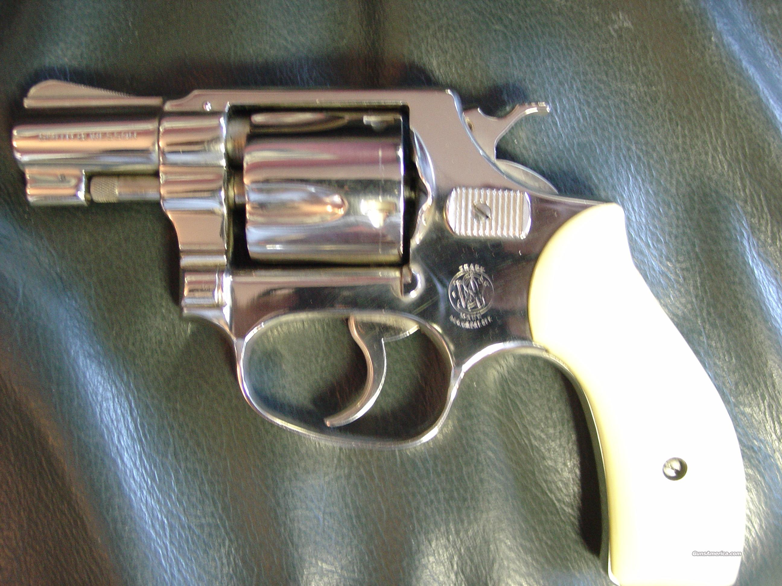 "Smith & Wesson Model 32 Terrier, 38 S&W caliber,2"" pinned barrel,nickel,perlite grips,box & manual,1958,17oz,I frame,double action  Guns > Pistols > Smith & Wesson Revolvers > Pocket Pistols"