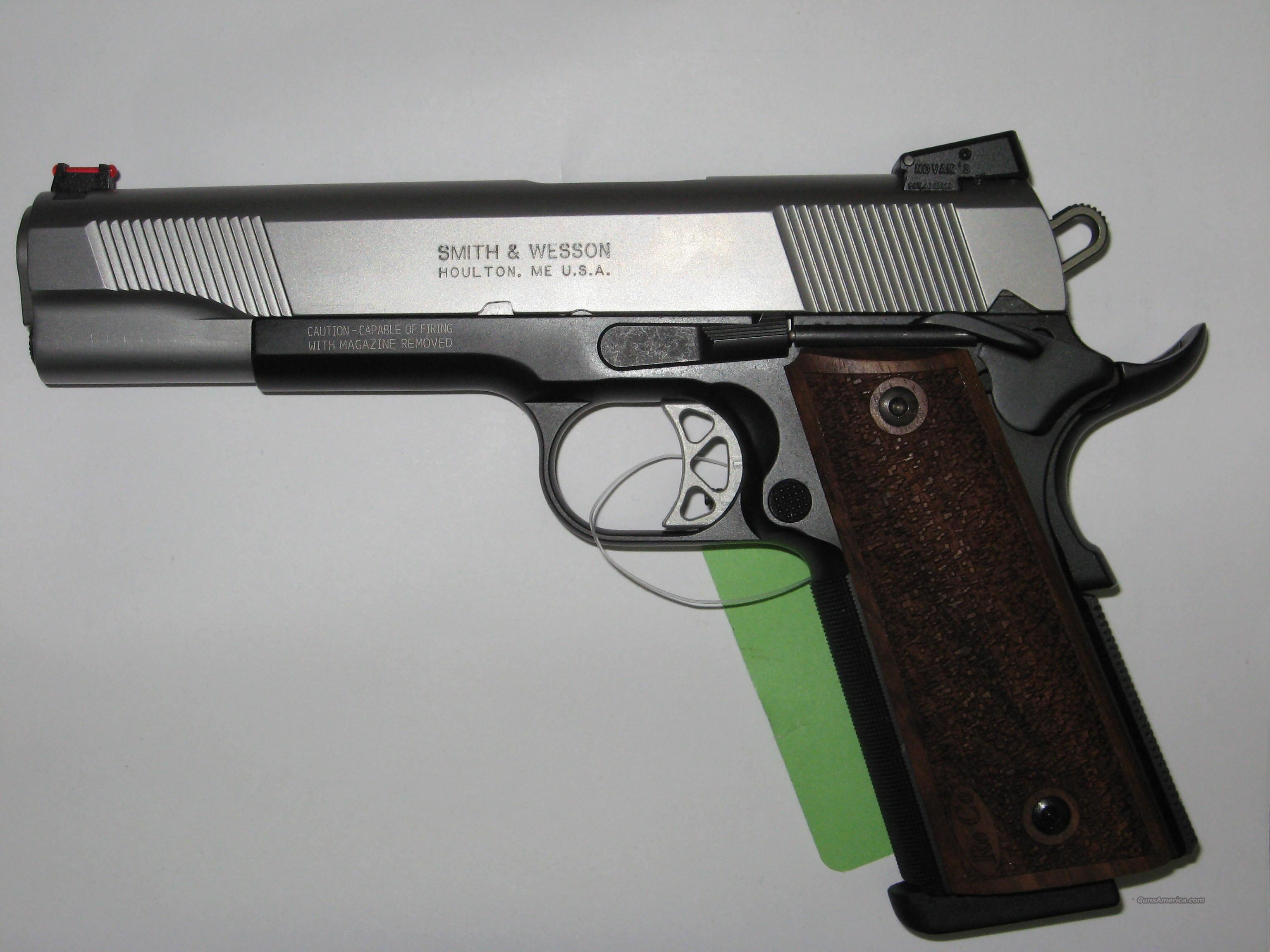 Smith and Wesson Pro Series 1911 in 45 ACP  Guns > Pistols > Smith & Wesson Pistols - Autos > Alloy Frame
