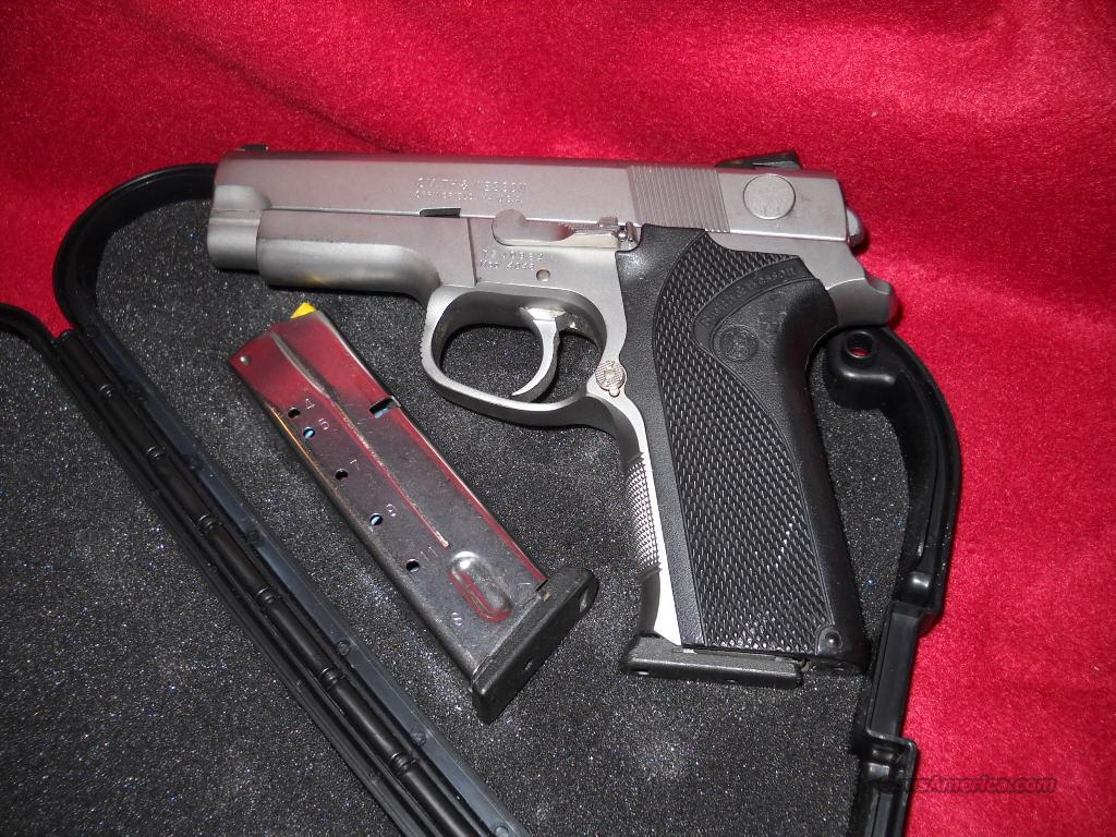SMITH WESSON  4046      40 CAL.  Guns > Pistols > Smith & Wesson Pistols - Autos > Steel Frame