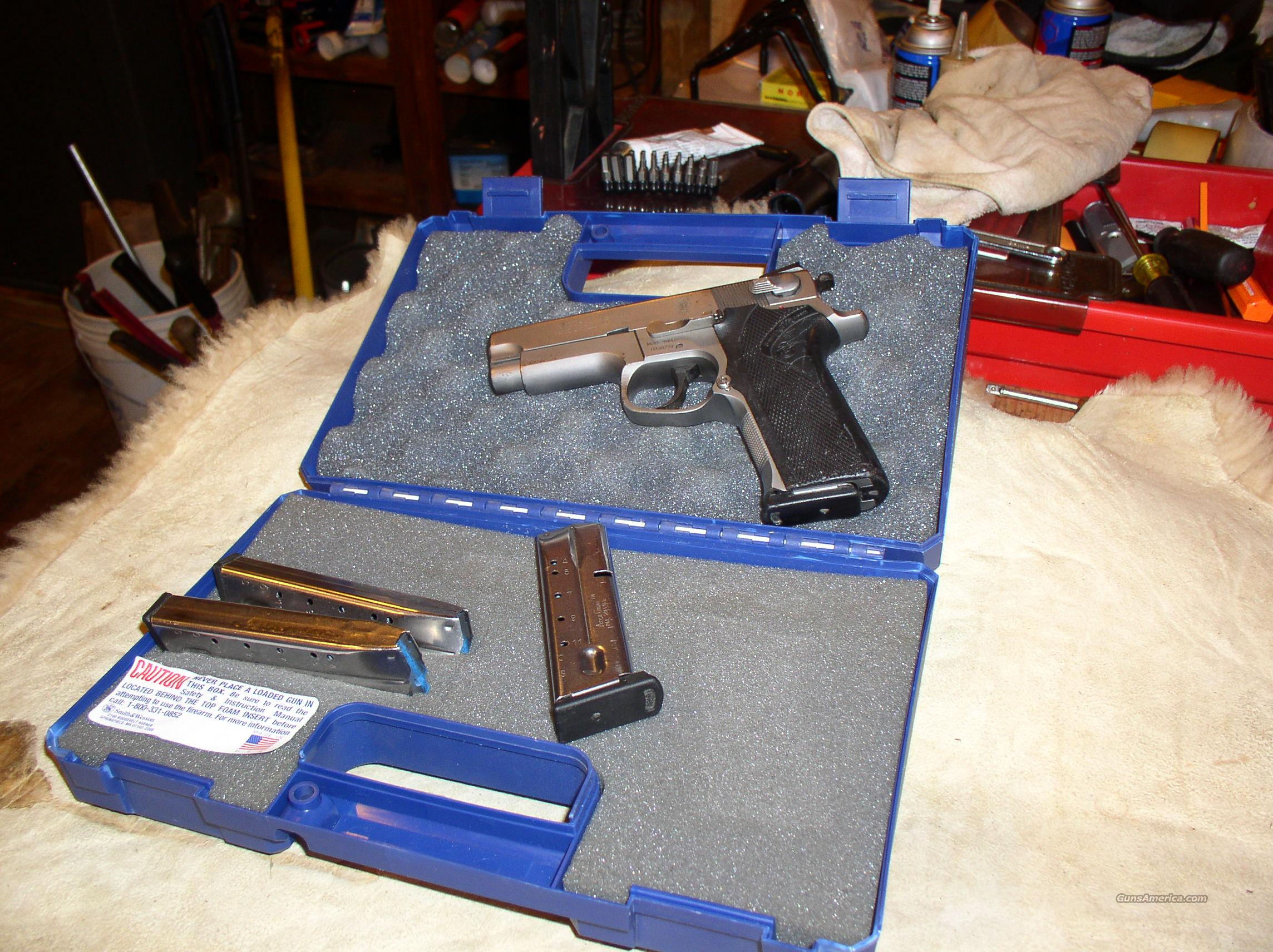 SMITH WESSON  4006   STAINLESS   40 CAL.  Guns > Pistols > Smith & Wesson Pistols - Autos > Steel Frame