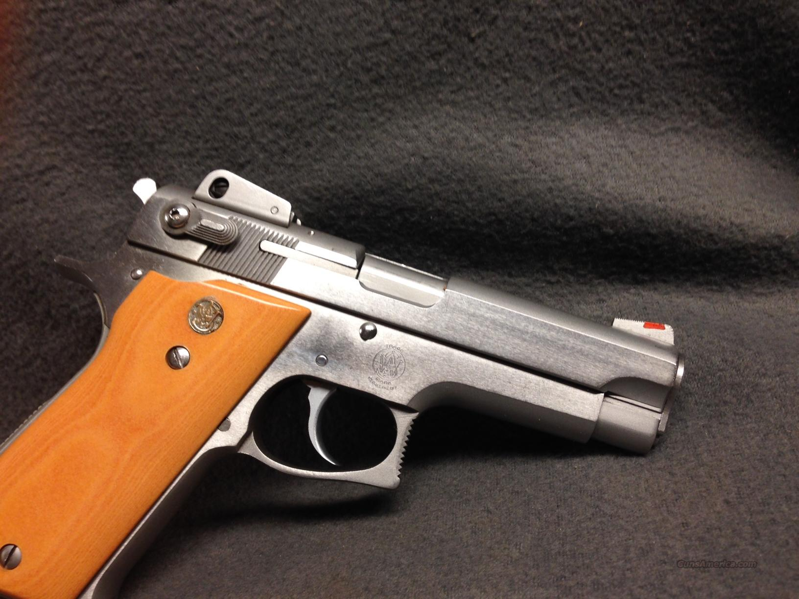 "SMITH WESSON  639       ""round guard""   9mm  single stack  Guns > Pistols > Smith & Wesson Pistols - Autos > Steel Frame"