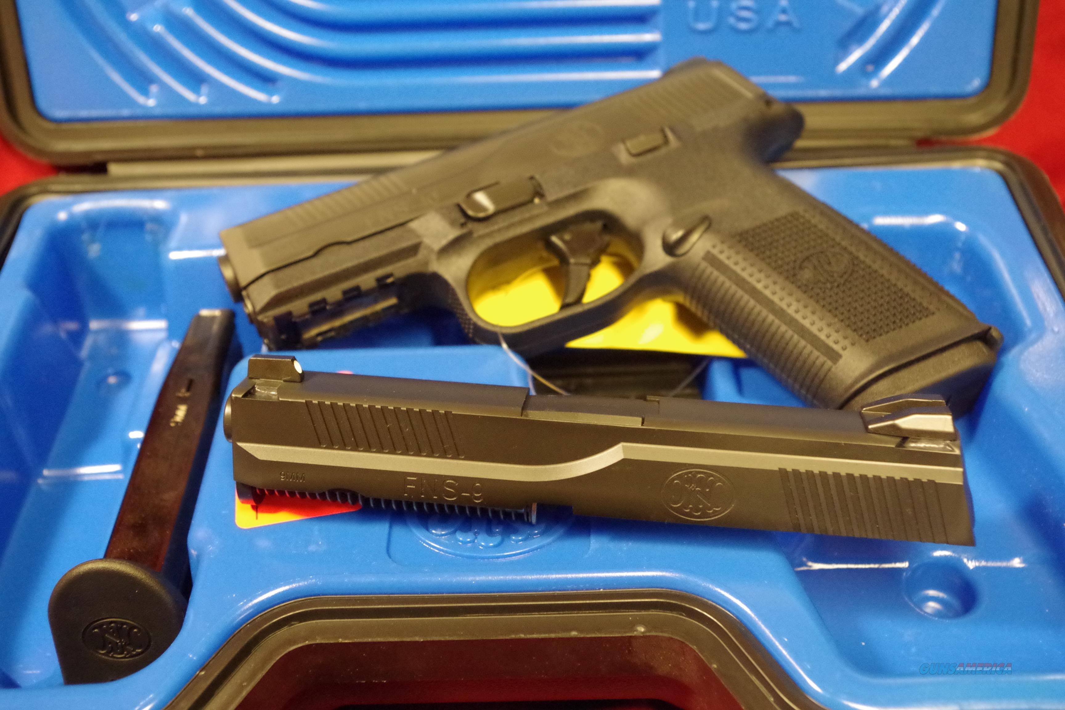 FNH USA FNS9/40 pistol. Two slides and barrels.  Guns > Pistols > FNH - Fabrique Nationale (FN) Pistols > FNS