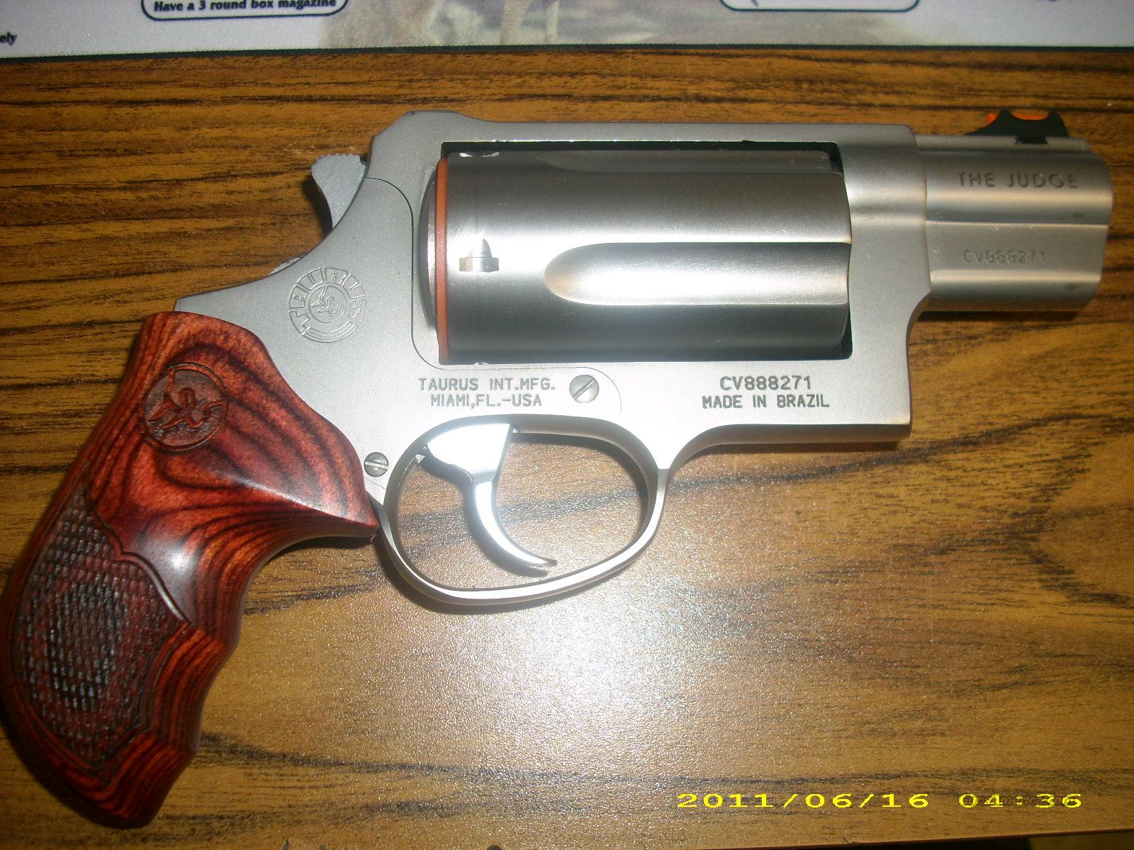 Taurus judge ss 45 410 w rosewood grips guns gt pistols gt taurus