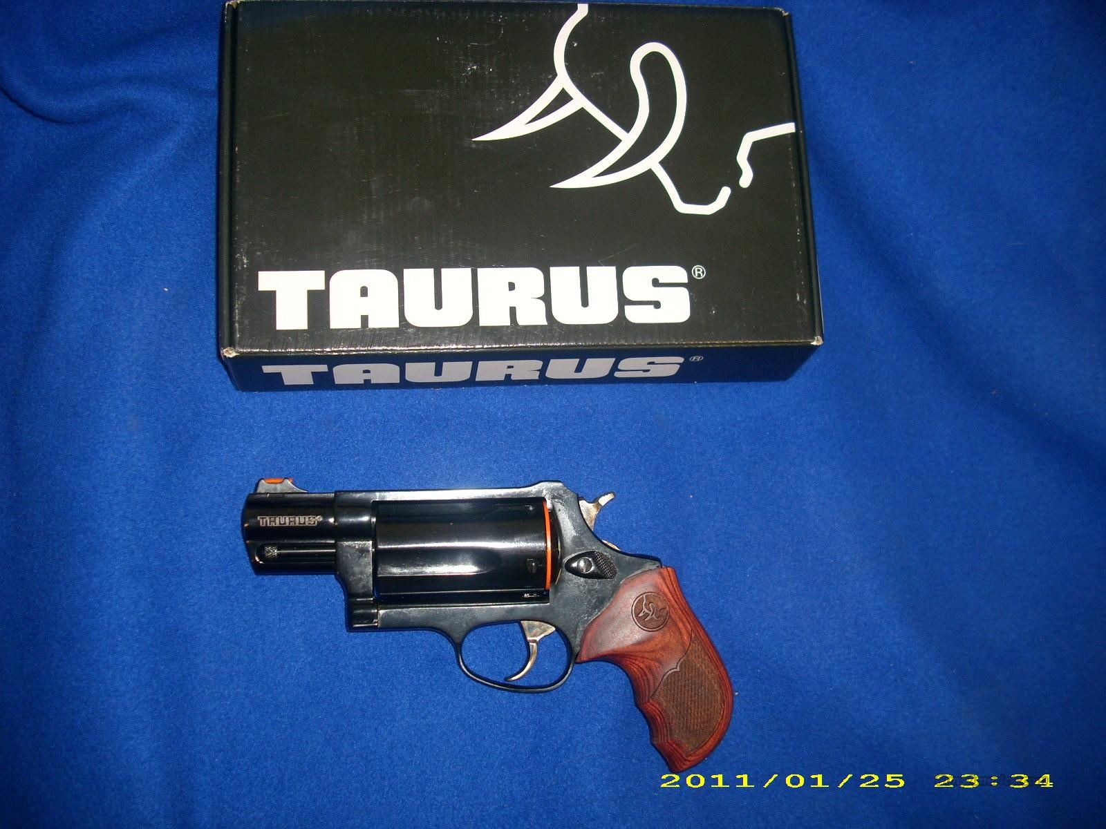 Taurus Judge 45LC/410 With Rosewood Grips   Guns > Pistols > Taurus Pistols/Revolvers > Revolvers