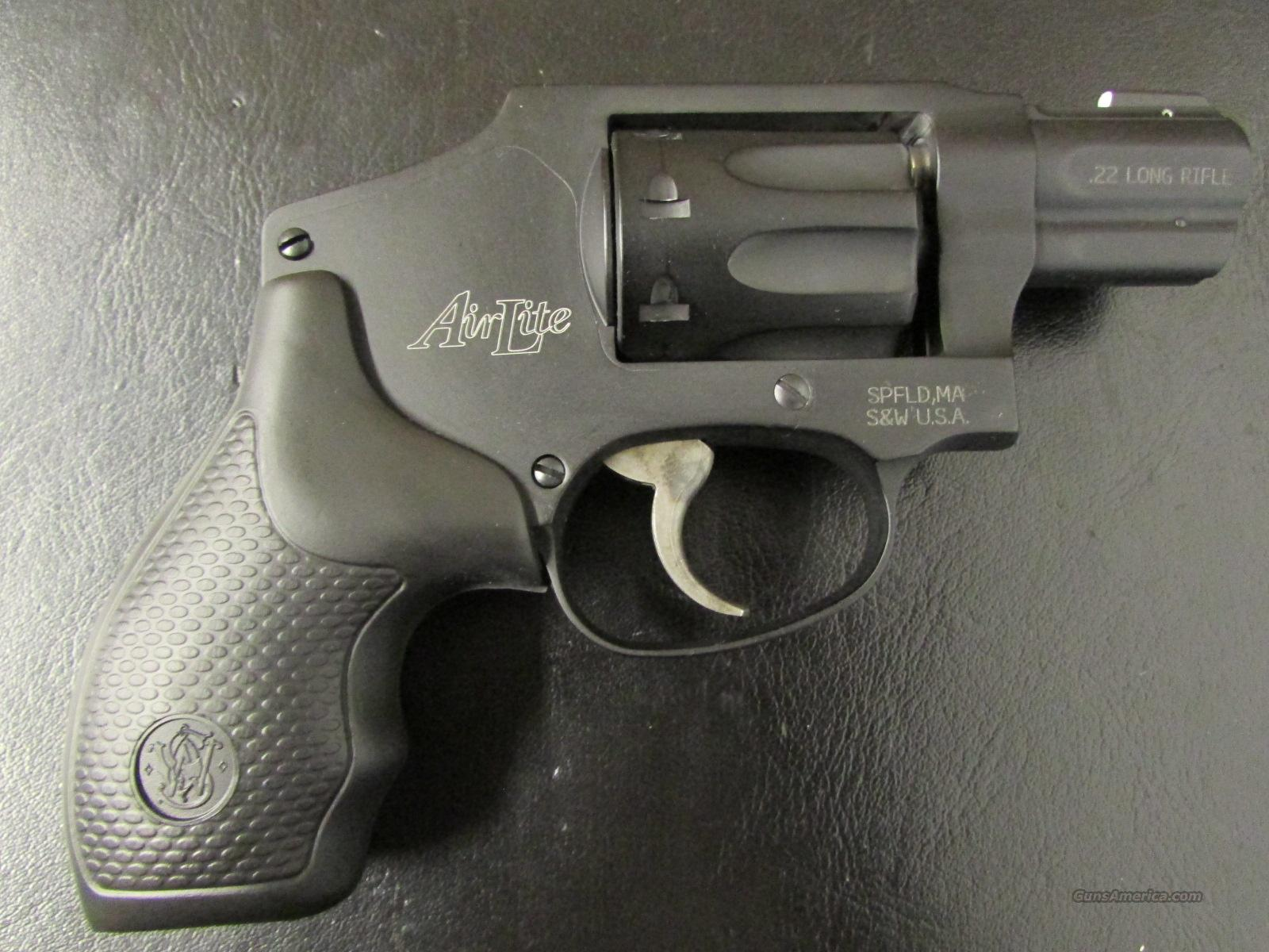 Smith & Wesson Model 43 C 8-Shot .22 LR AirWeight Revolver  Guns > Pistols > Smith & Wesson Revolvers > Pocket Pistols