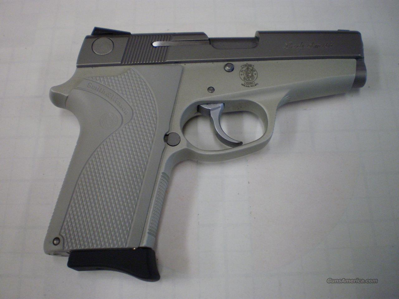 SMITH & WESSON 3913 LADY SMITH  9MM  Guns > Pistols > Smith & Wesson Pistols - Autos > Alloy Frame