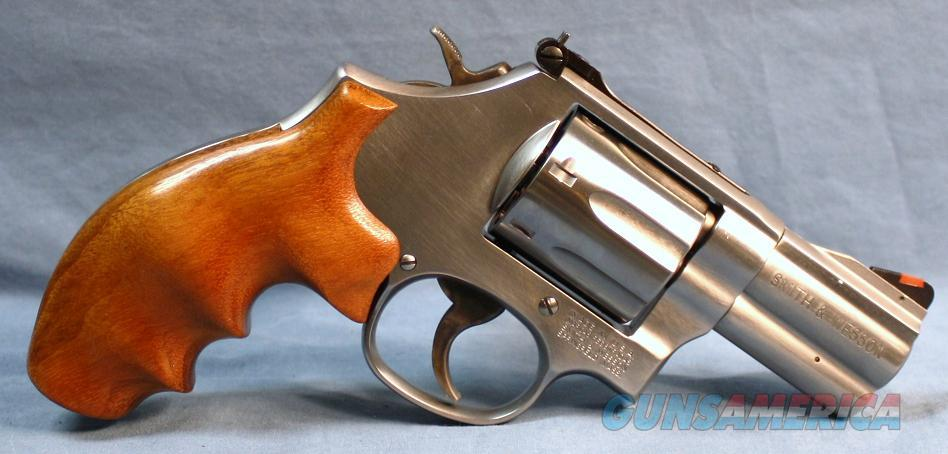 Smith & Wesson 686 Plus Distinguished Combat Magnum Double Action Revolver 357 Magnum  Guns > Pistols > Smith & Wesson Revolvers > Full Frame Revolver