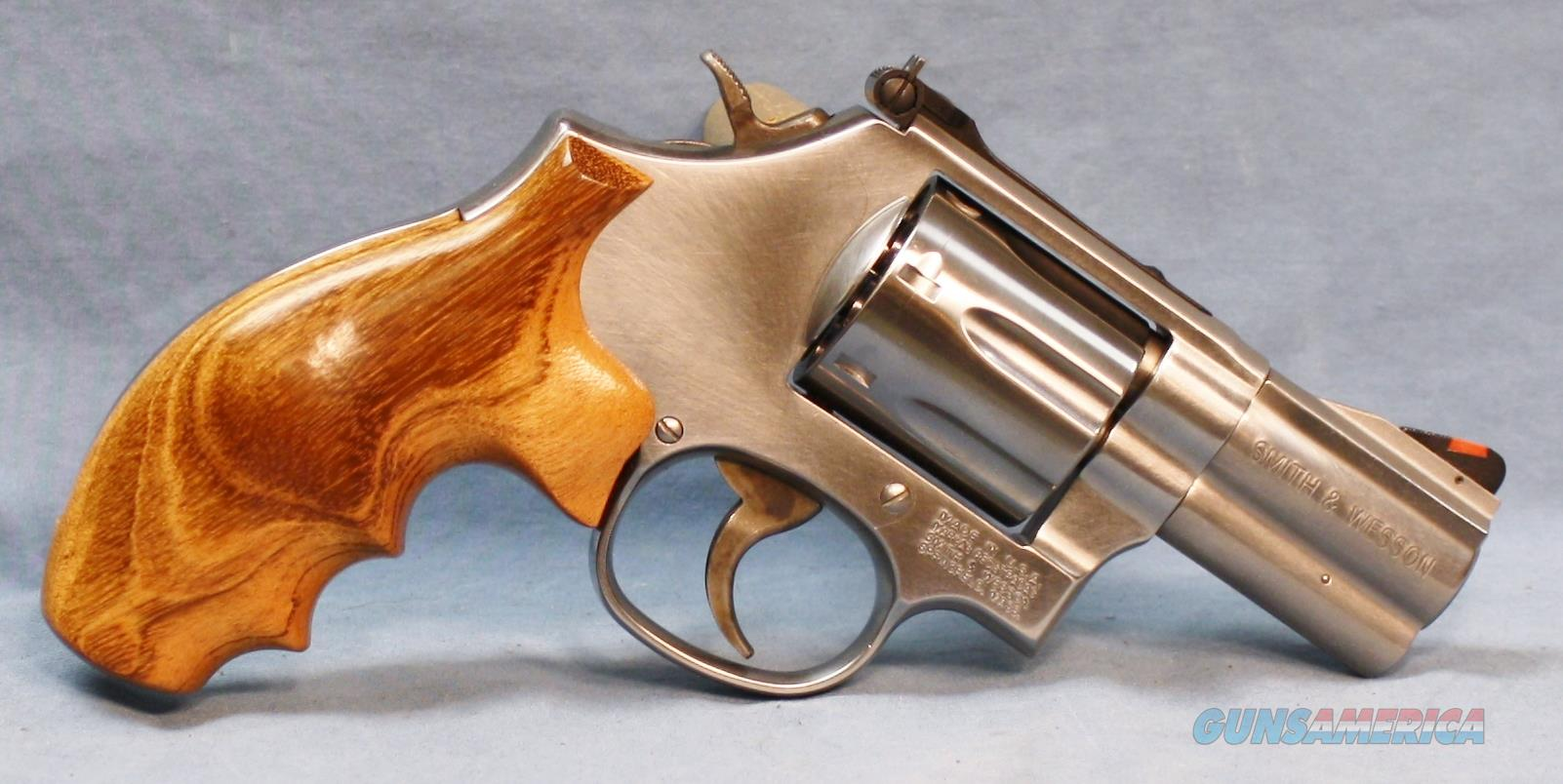 Smith & Wesson 686 Plus Distinguished Combat Magnum 7-Shot Double Action with Wood Grips Free Shipping and No Credit Card Fees! Revolver 357 Magnum  Guns > Pistols > Smith & Wesson Revolvers > Full Frame Revolver