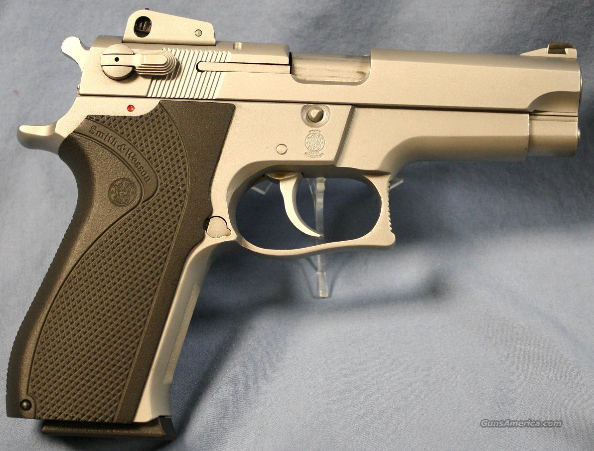 Smith & Wesson 5906 Stainless Steel Semi-Automatic Pistol 9mm  Guns > Pistols > Smith & Wesson Pistols - Autos > Steel Frame