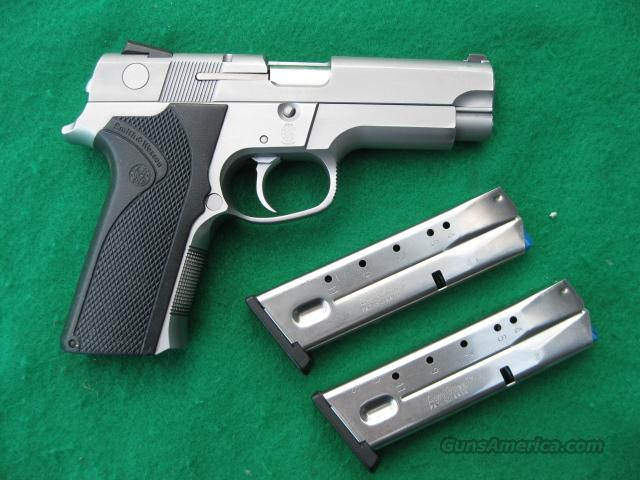 Smith & Wesson Model 4046, Stainless, .40 SW cal.  Guns > Pistols > Smith & Wesson Pistols - Autos > Steel Frame