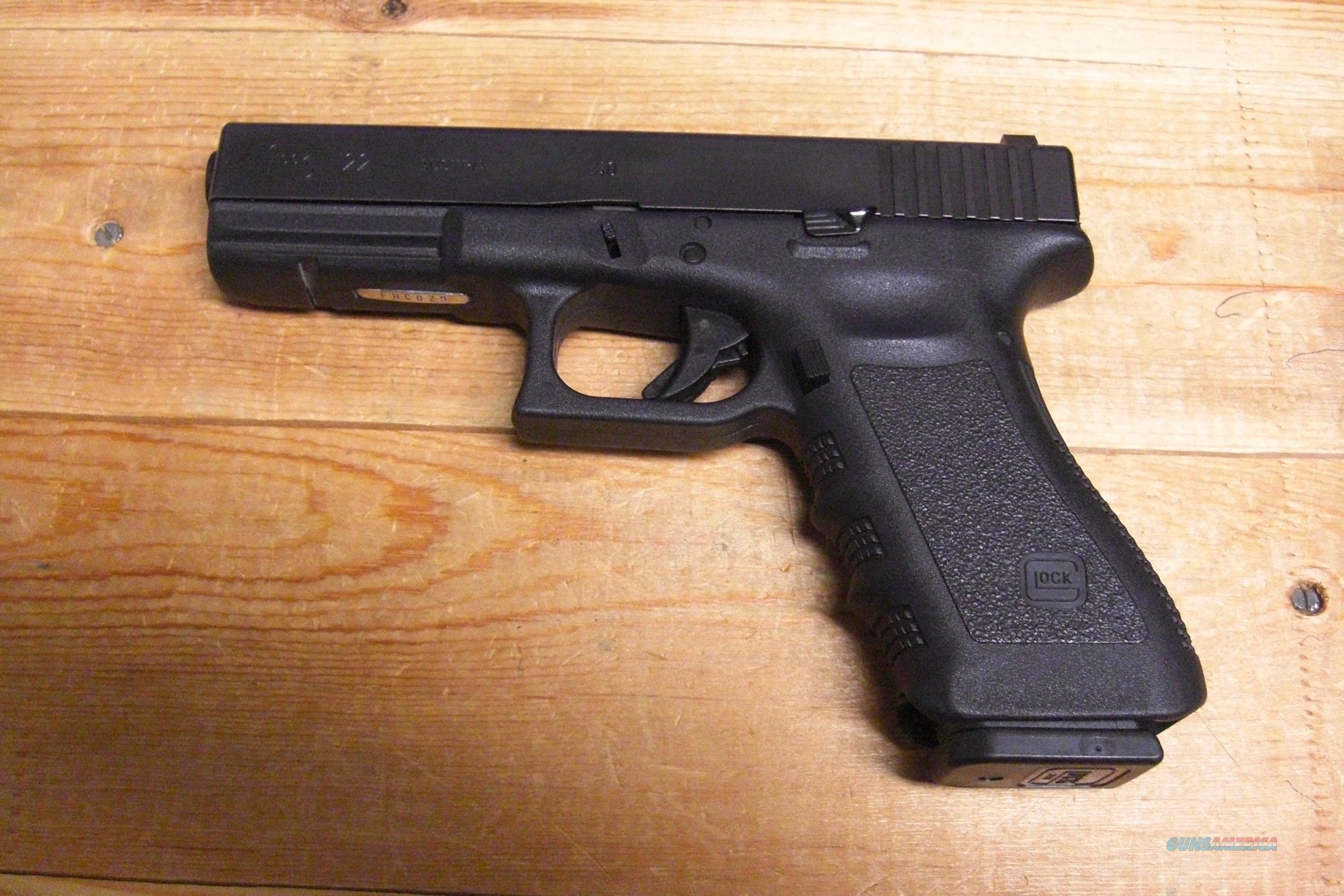 Glock 22 w/faint night sights, extended mag release, extended slide release  Guns > Pistols > Glock Pistols > 22