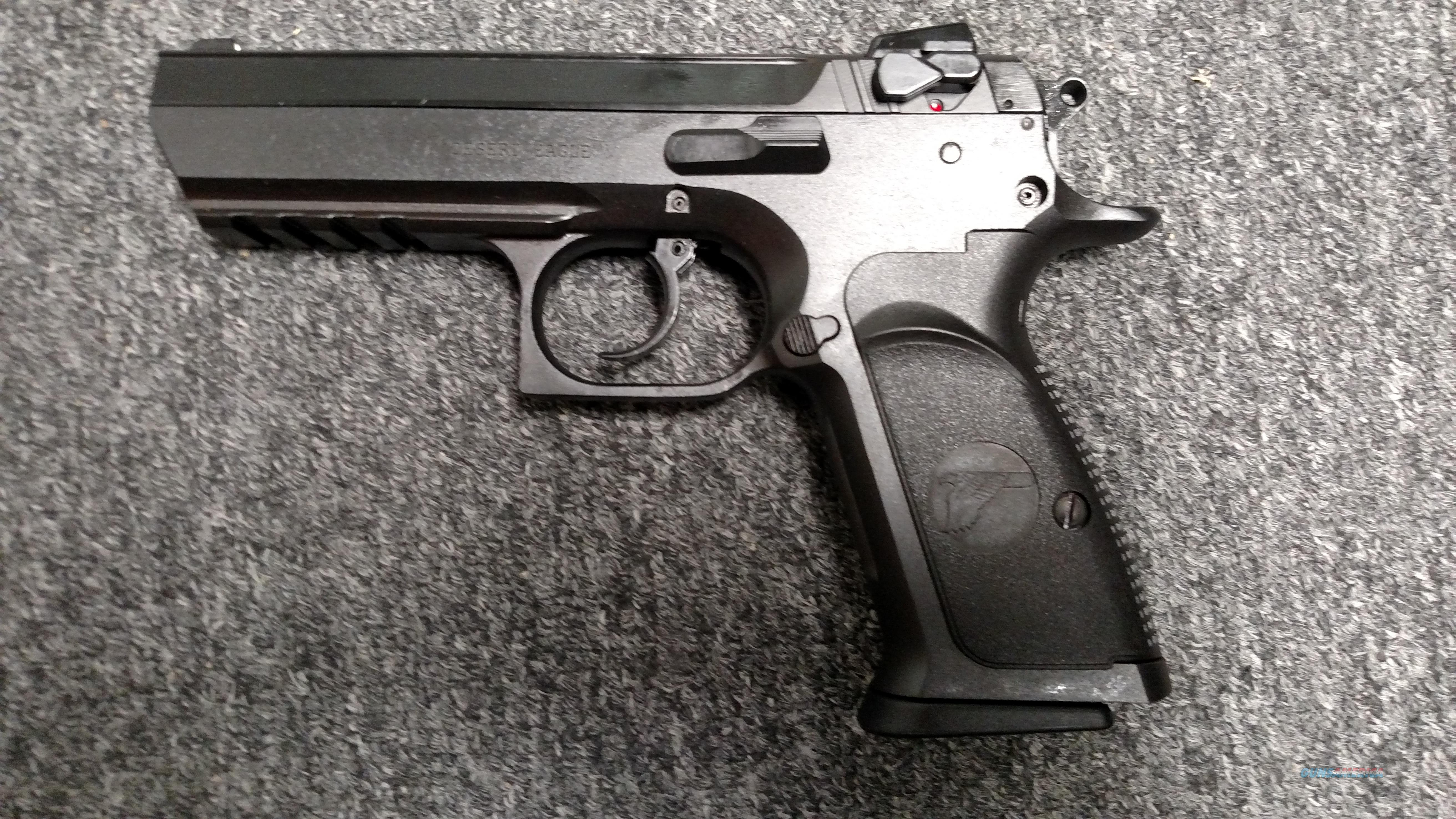 "Baby Desert Eagle III (4.43"" barrel, .40 s&w, Israeli made)  Guns > Pistols > Magnum Research Pistols"