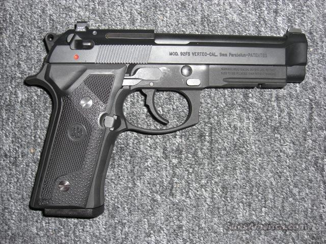 92 FS Vertec (9mm, night sights)  Guns > Pistols > Beretta Pistols > Model 92 Series
