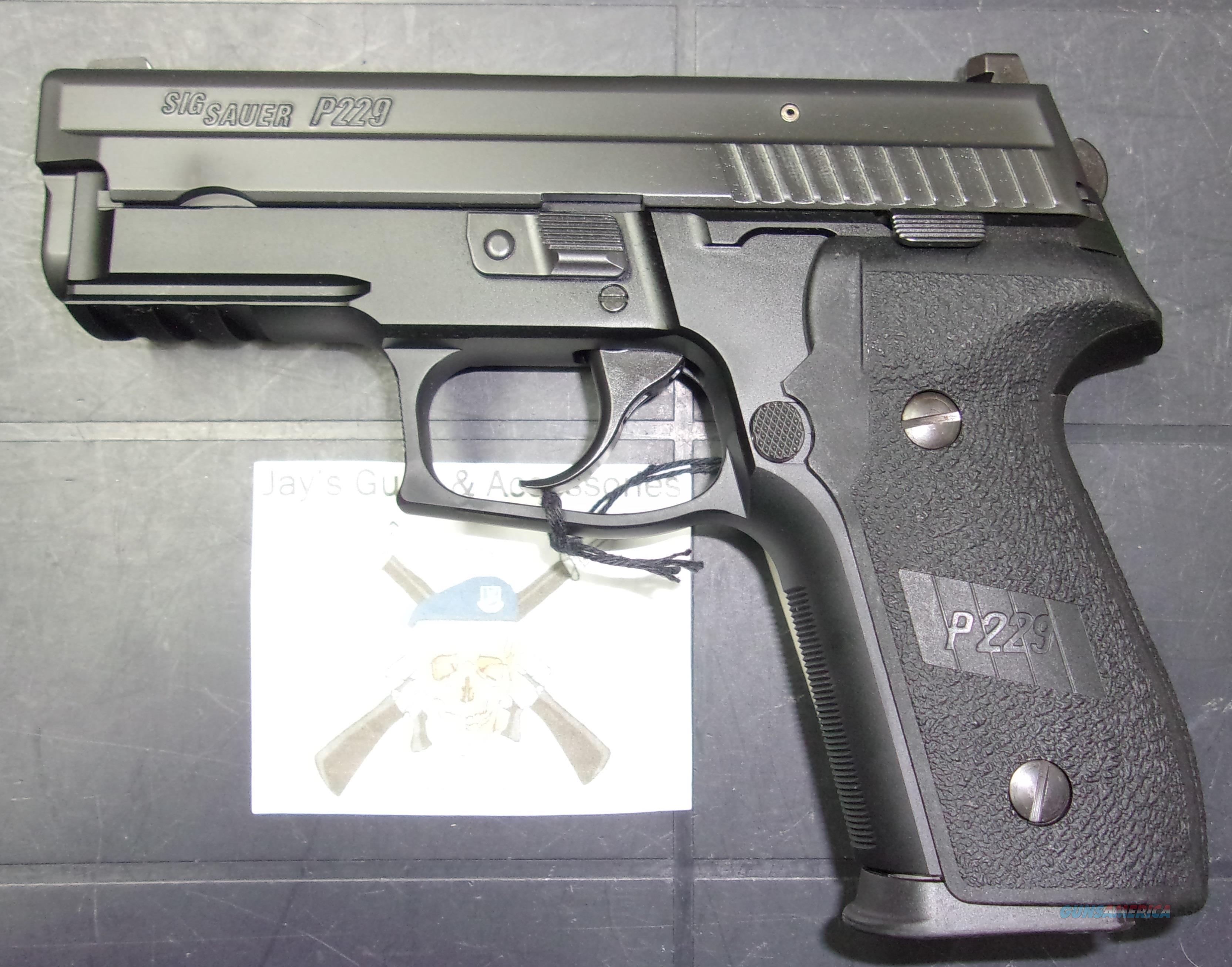 Sig Sauer P229 (UDE229-40-B1)  Guns > Pistols > Sig - Sauer/Sigarms Pistols > P229
