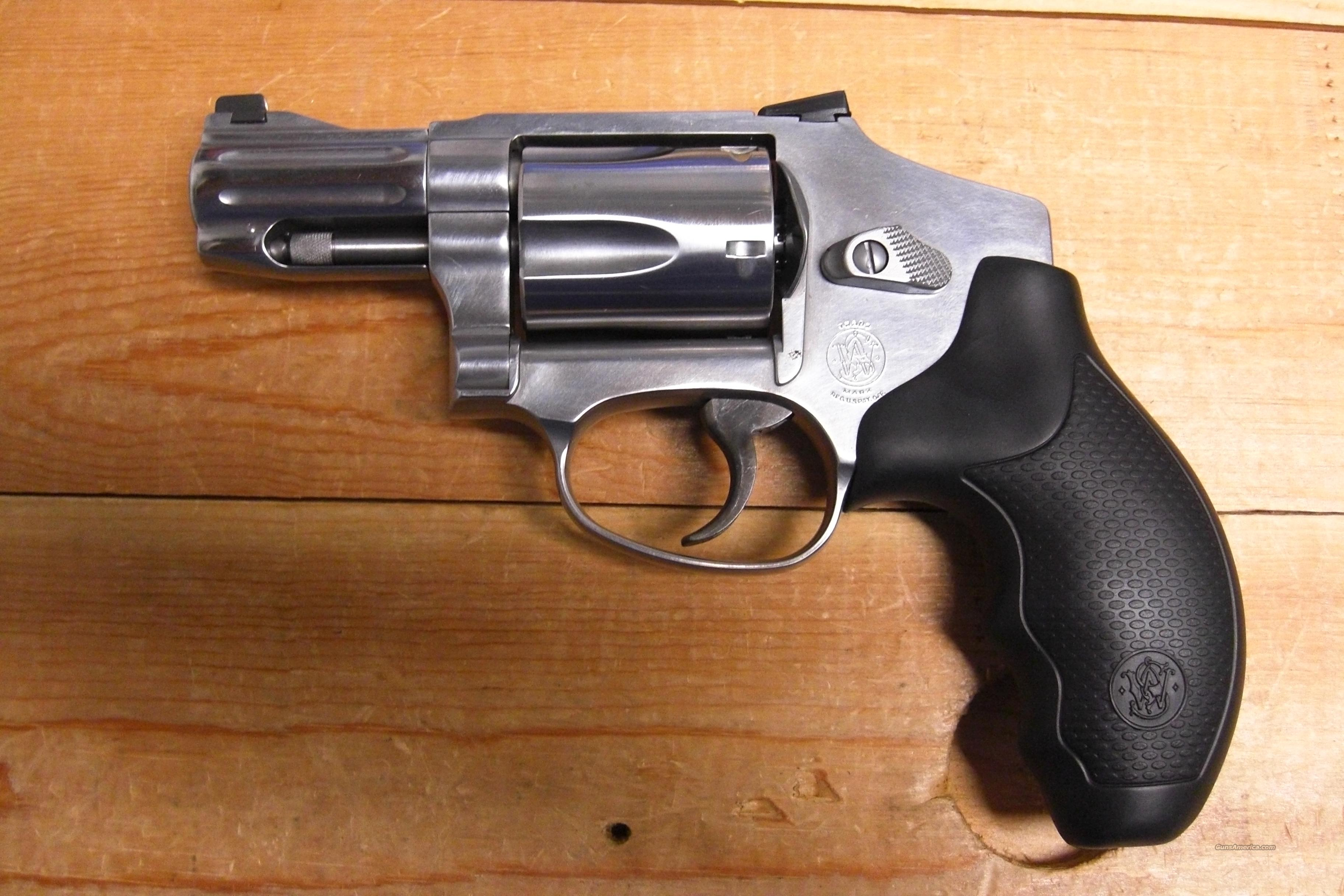 640-1   hammerless, stainless (.357 mag)  Guns > Pistols > Smith & Wesson Revolvers > Pocket Pistols