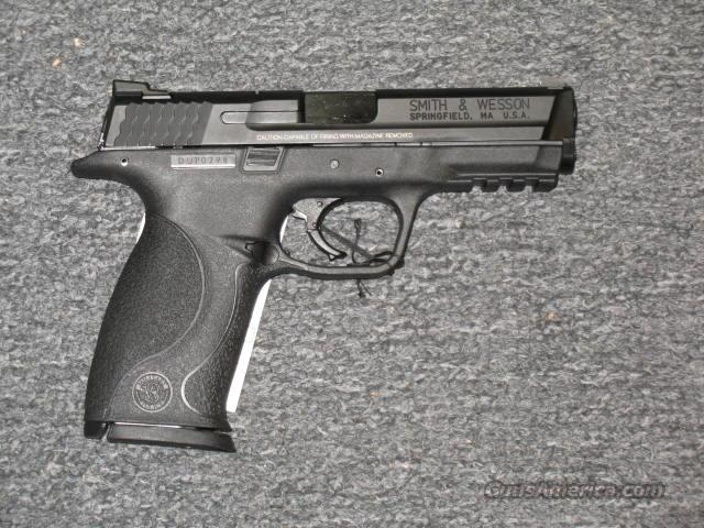 M&P40 (209300)  Guns > Pistols > Smith & Wesson Pistols - Autos > Polymer Frame