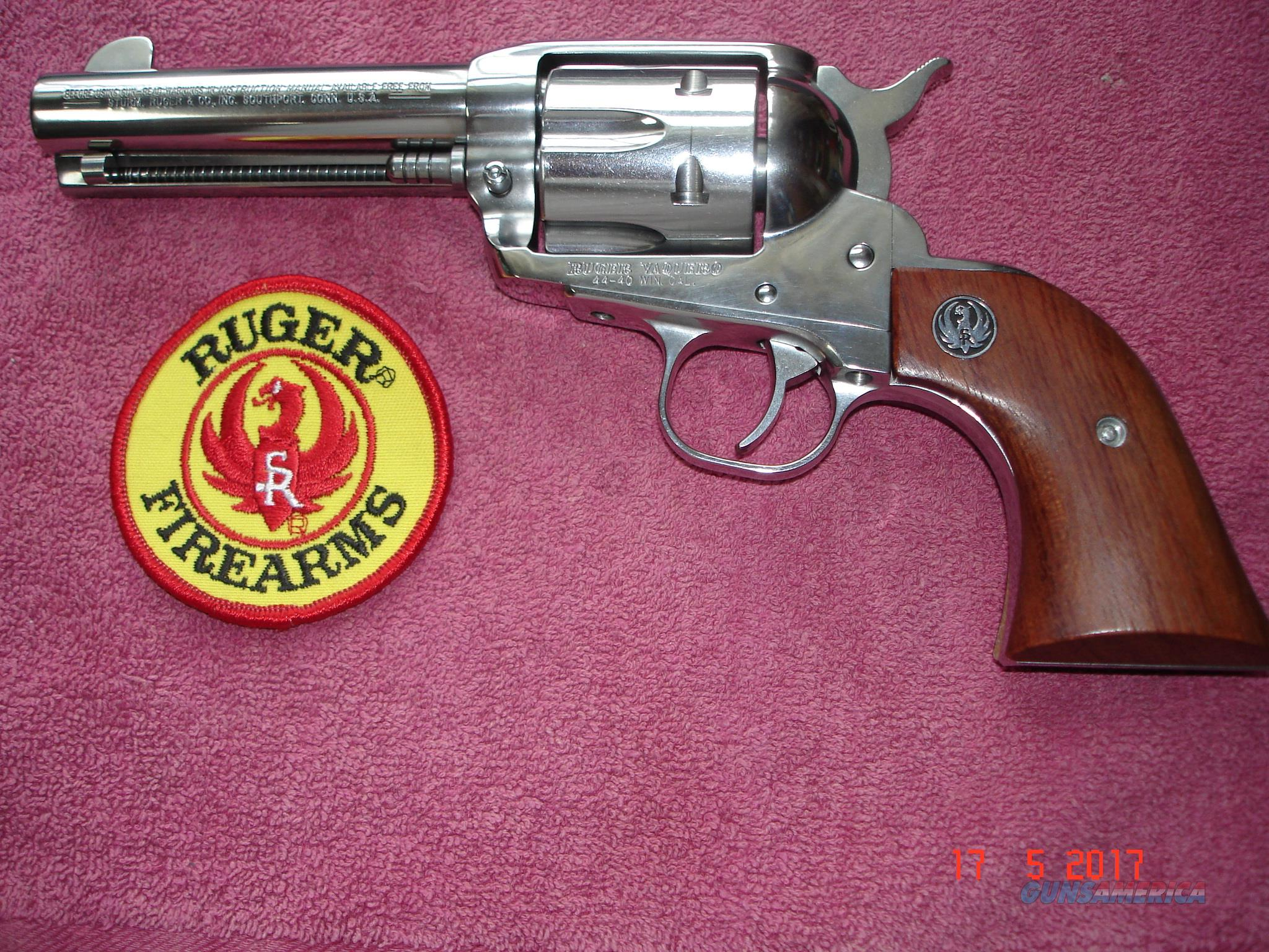 "Ruger Vaquero Bright stainless .44/40Win. 4 5/8"" BBl. Mint All original hard to find model   Guns > Pistols > Ruger Single Action Revolvers > Single Six Type"