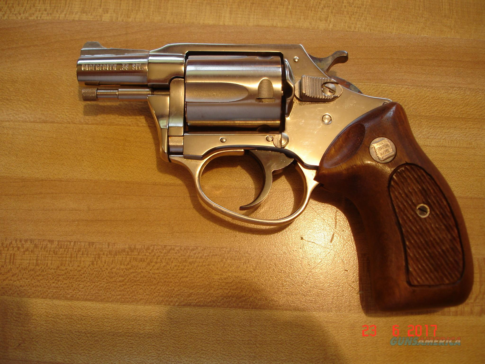 Charter Arms Undercover 2' BBl. Bright nickel .38Spec. Very Good  Over all walnut Stocks  Guns > Pistols > Charter Arms Revolvers