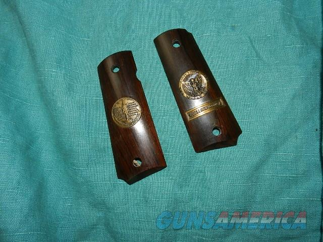 COLT BELLEAU WOOD 1911 GRIPS  Non-Guns > Gunstocks, Grips & Wood