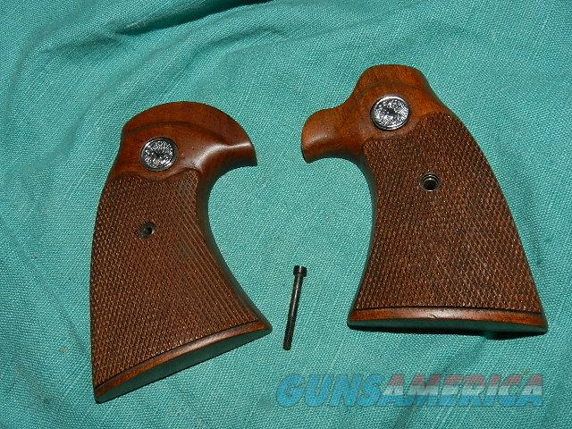 COLT DIAMONDBACK MODEL D FACTORY GRIPS  Non-Guns > Gunstocks, Grips & Wood